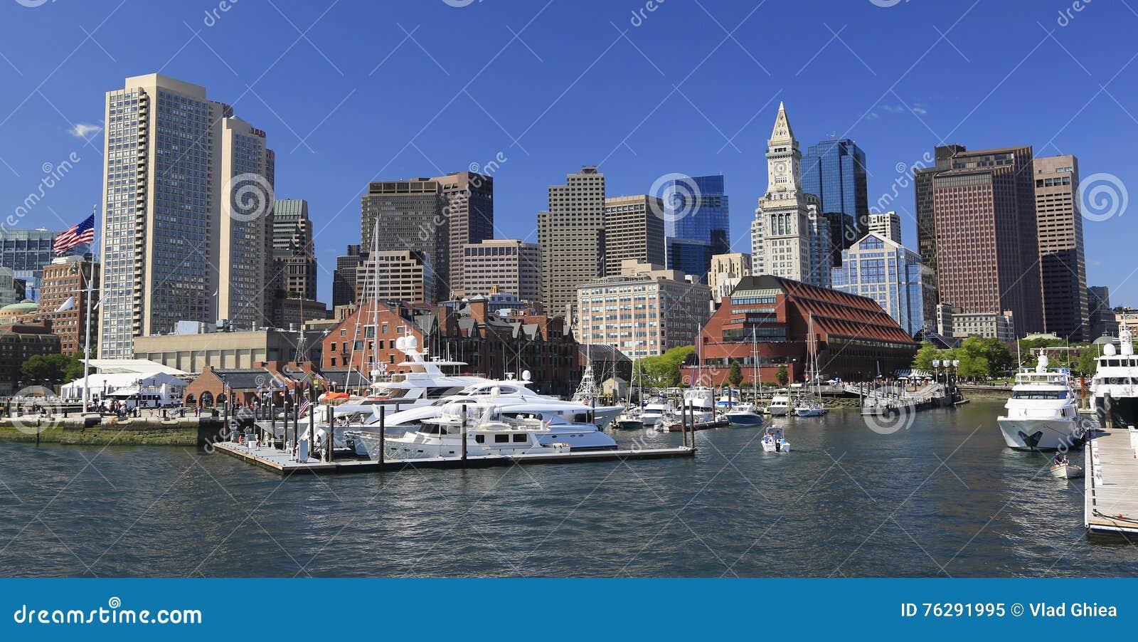 Горизонт и гавань Бостона