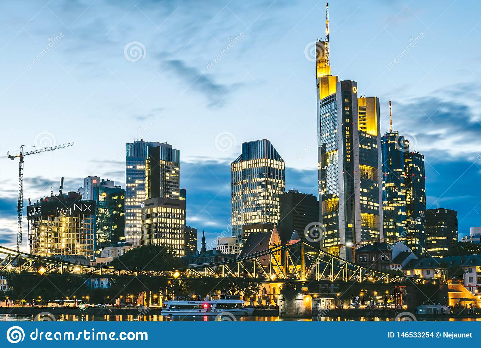 Горизонт ночи Франкфурта, Германии