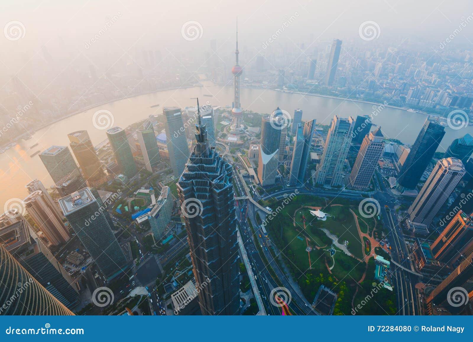 Download горизонт shanghai стоковое фото. изображение насчитывающей финансовохозяйственно - 72284080