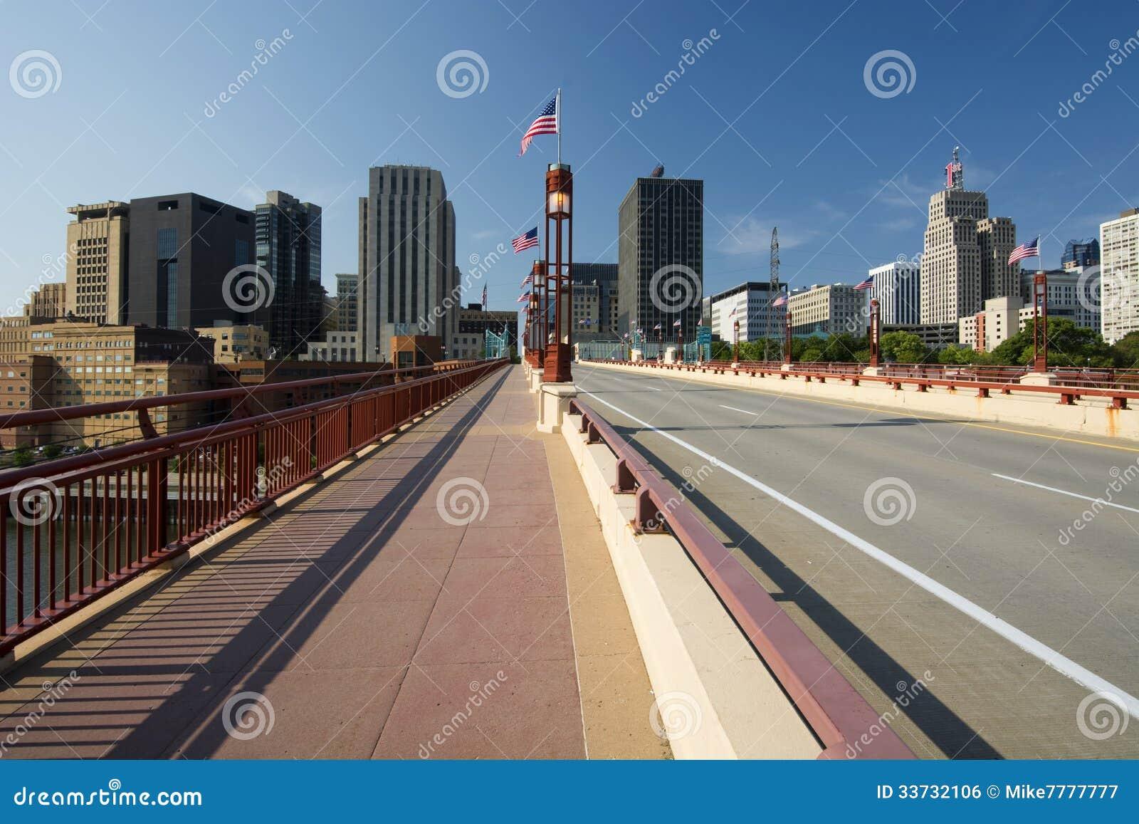 Горизонт St Paul, мост свободы улицы Wabasha, St Paul, Минесота