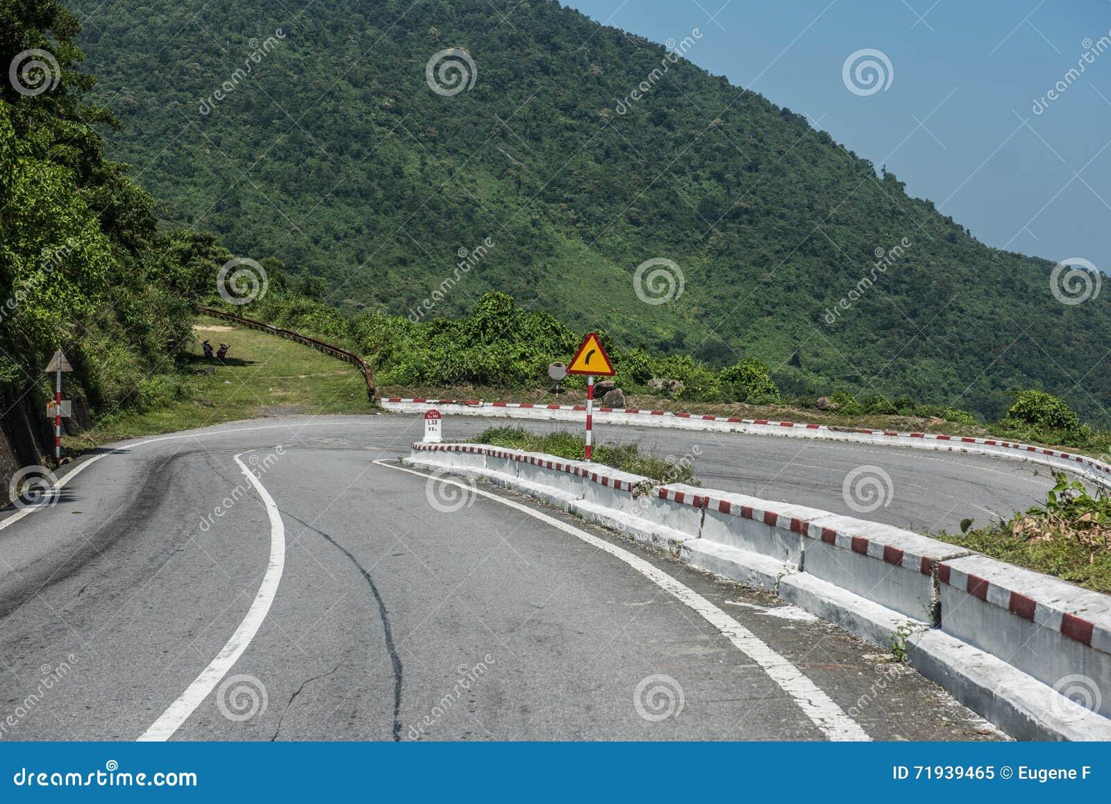 Гористое шоссе в Вьетнаме