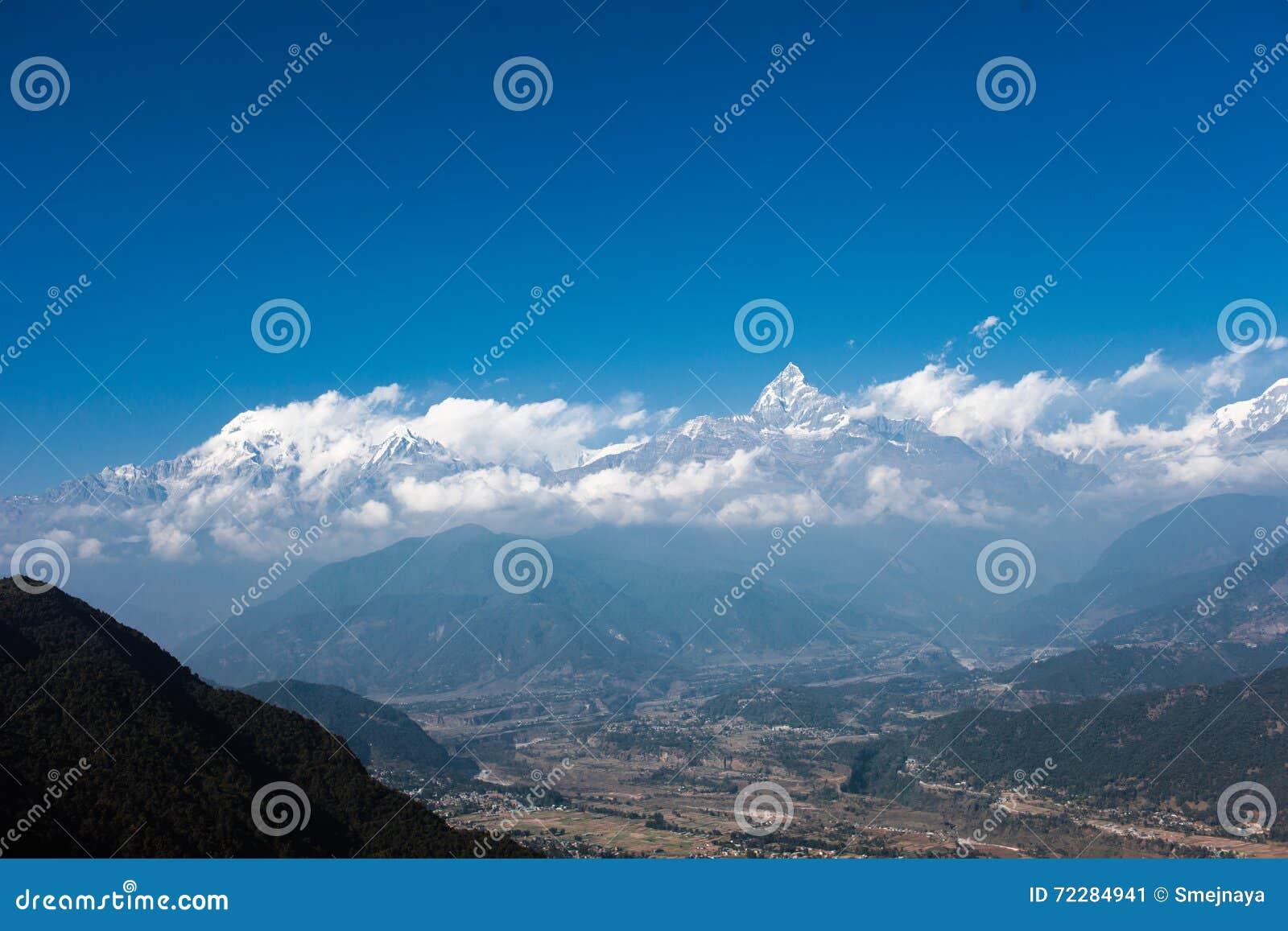 Download Горный вид Annapurna, Pokhara, Непал Стоковое Изображение - изображение насчитывающей держатель, бобра: 72284941