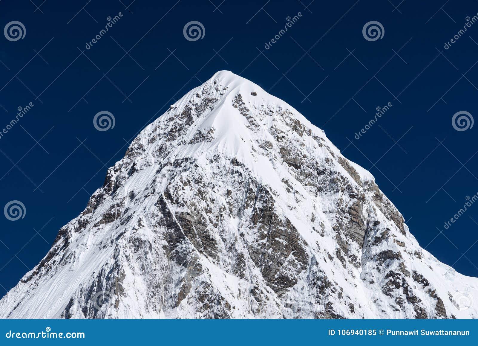 Горный пик Pumori, горная цепь Гималаев, зона Эвереста, n