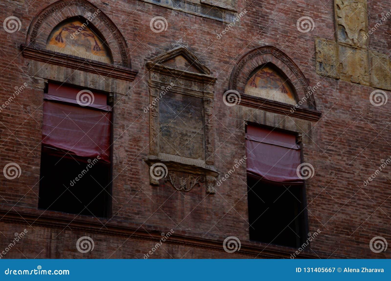 городская архитектура в центре города, болонья, Италия