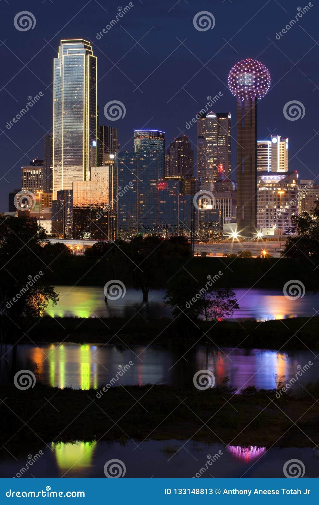 Городской Даллас, Техас вечером