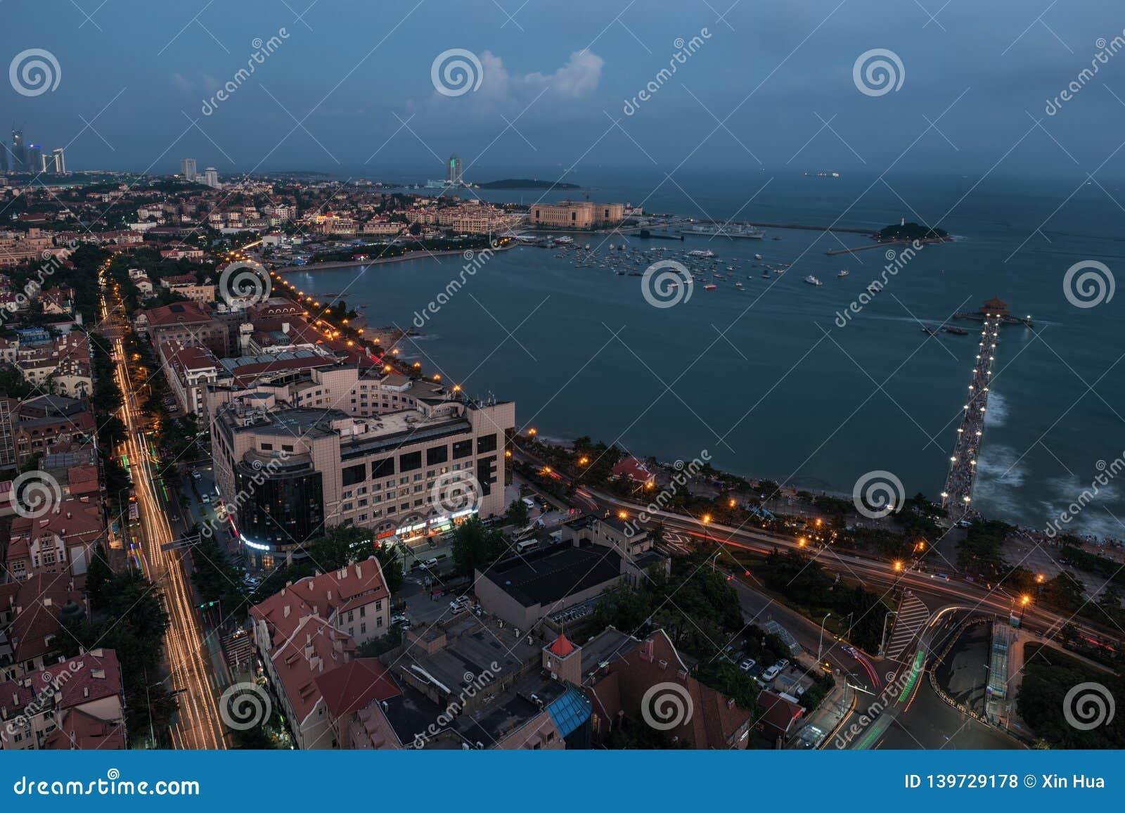 Городской пейзаж ночи Qingdao