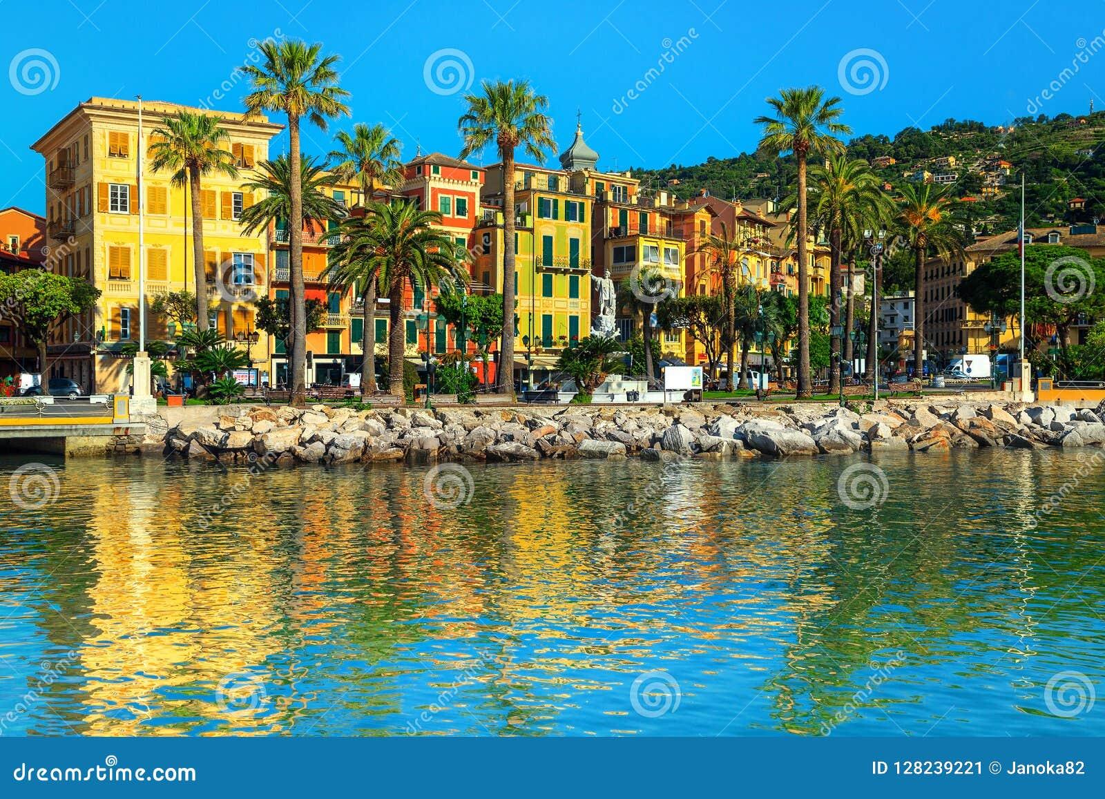 Городской пейзаж с красочными зданиями, Лигурия Санты Margherita Ligure, Италия