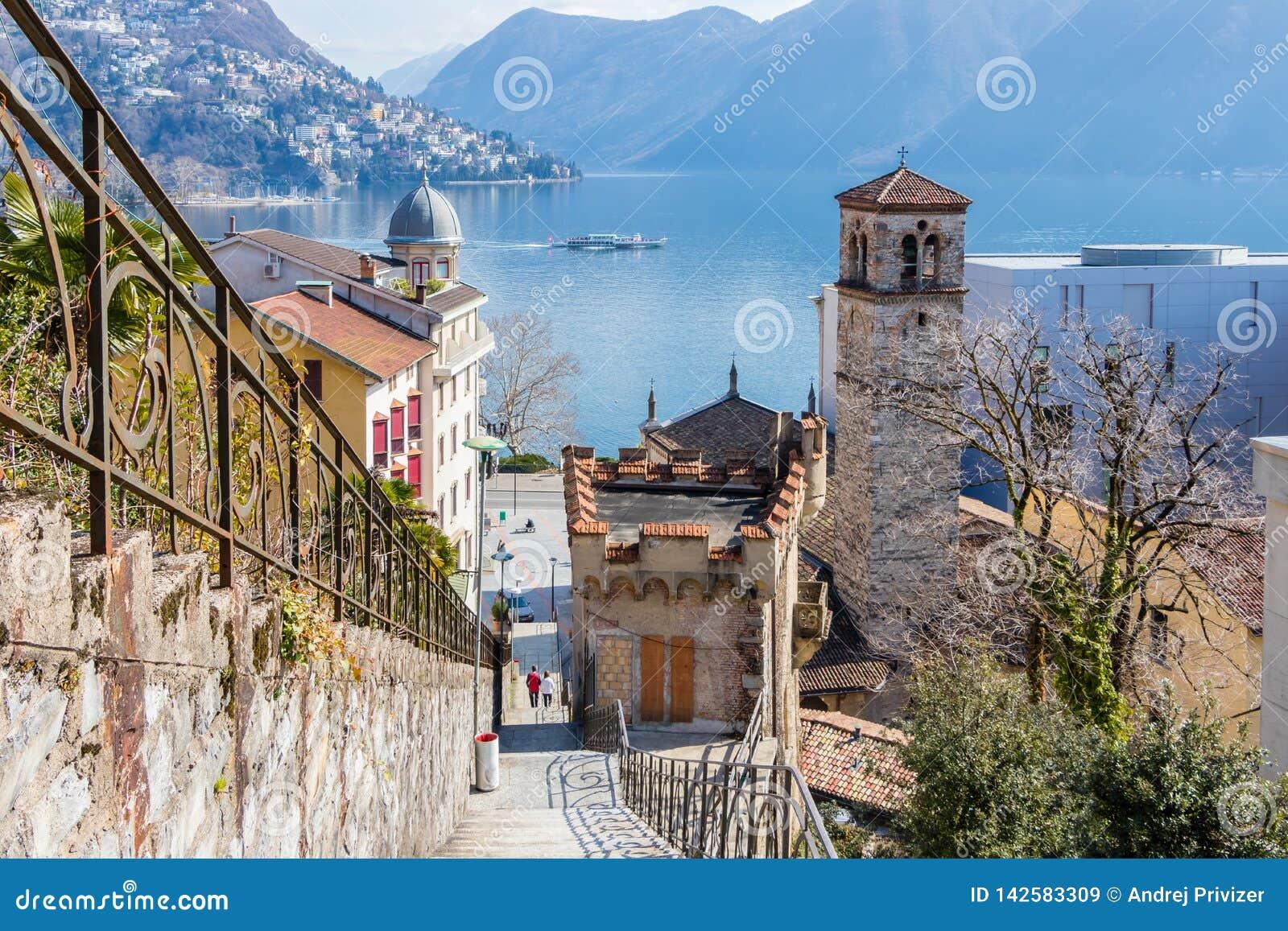 Город Лугано ведущий город Итальянск-говоря швейцарского кантона Тичино, Швейцарии