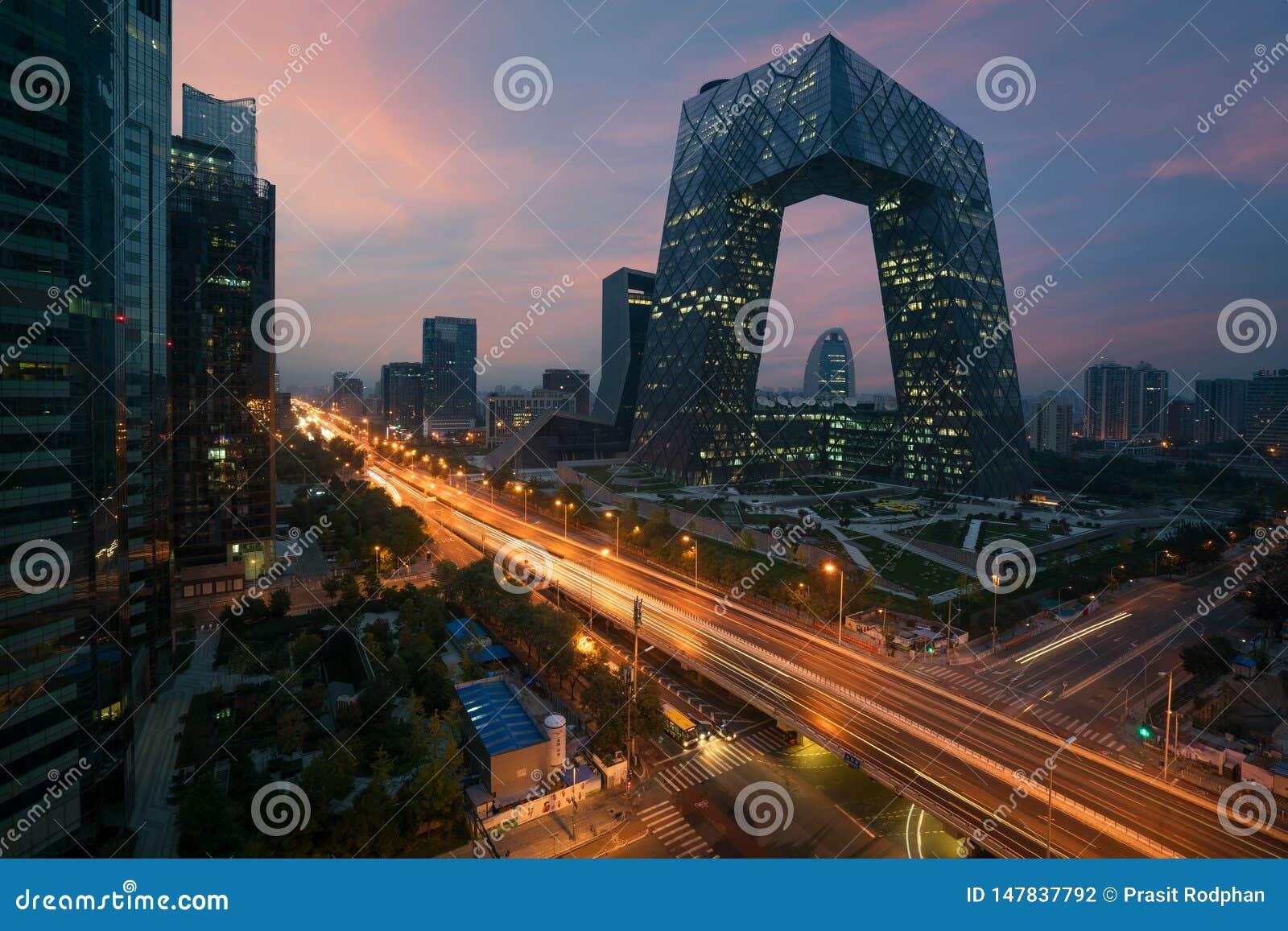 Город Пекин Китая, известное здание ориентира, небоскребы в 234 метра CCTV CCTV Китая высокорослые очень впечатляющ
