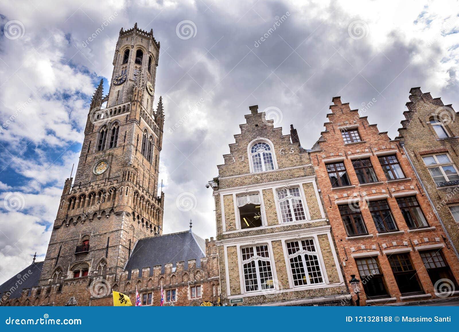 Город Brugge средневековый исторический Улицы Brugge и исторические центр, каналы и здания belia