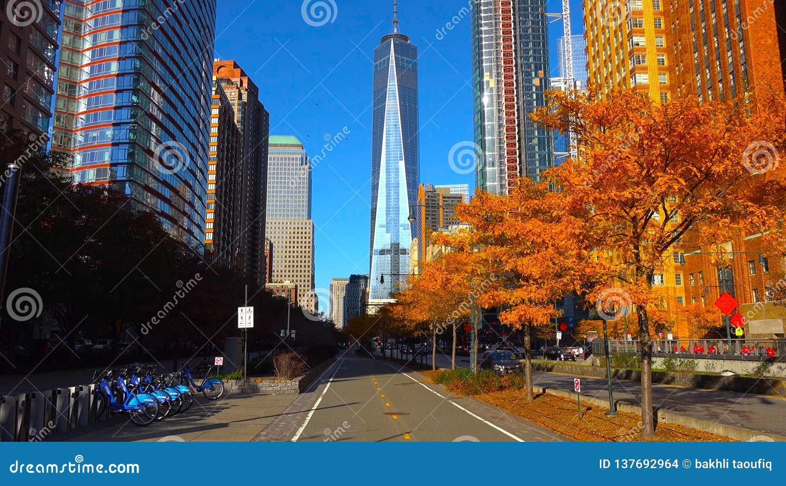 Город /New Йорка небоскребов вечером - США Взгляд для того чтобы понизить Манхэттен 18-ое декабря 2018
