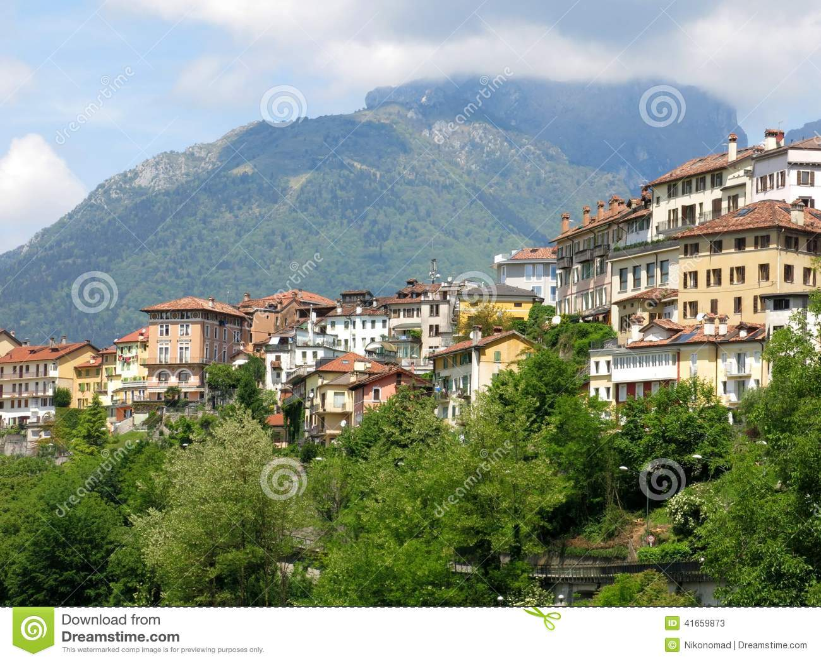 Городок Италия деревни Беллуно