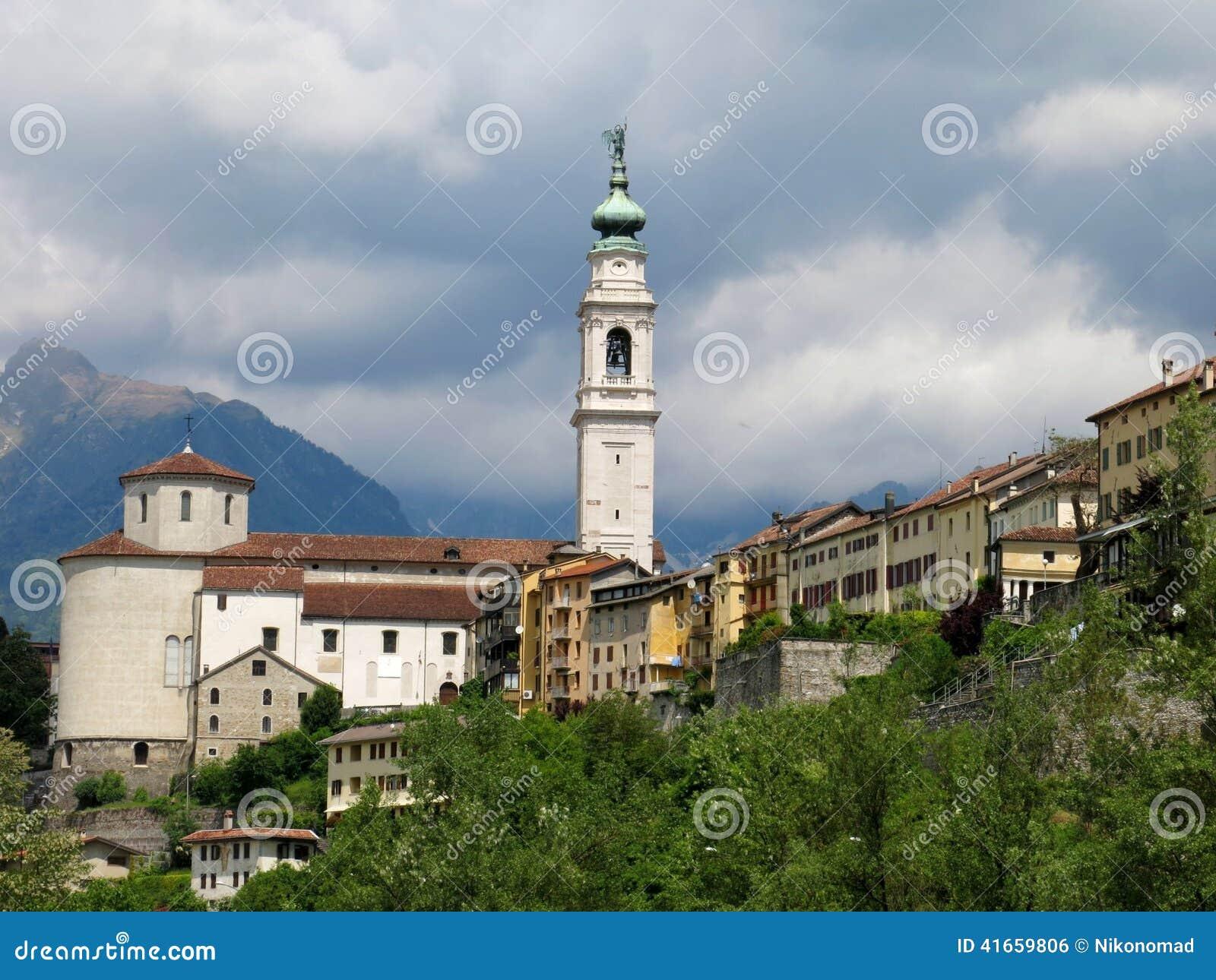 Городок Италия церков Беллуно