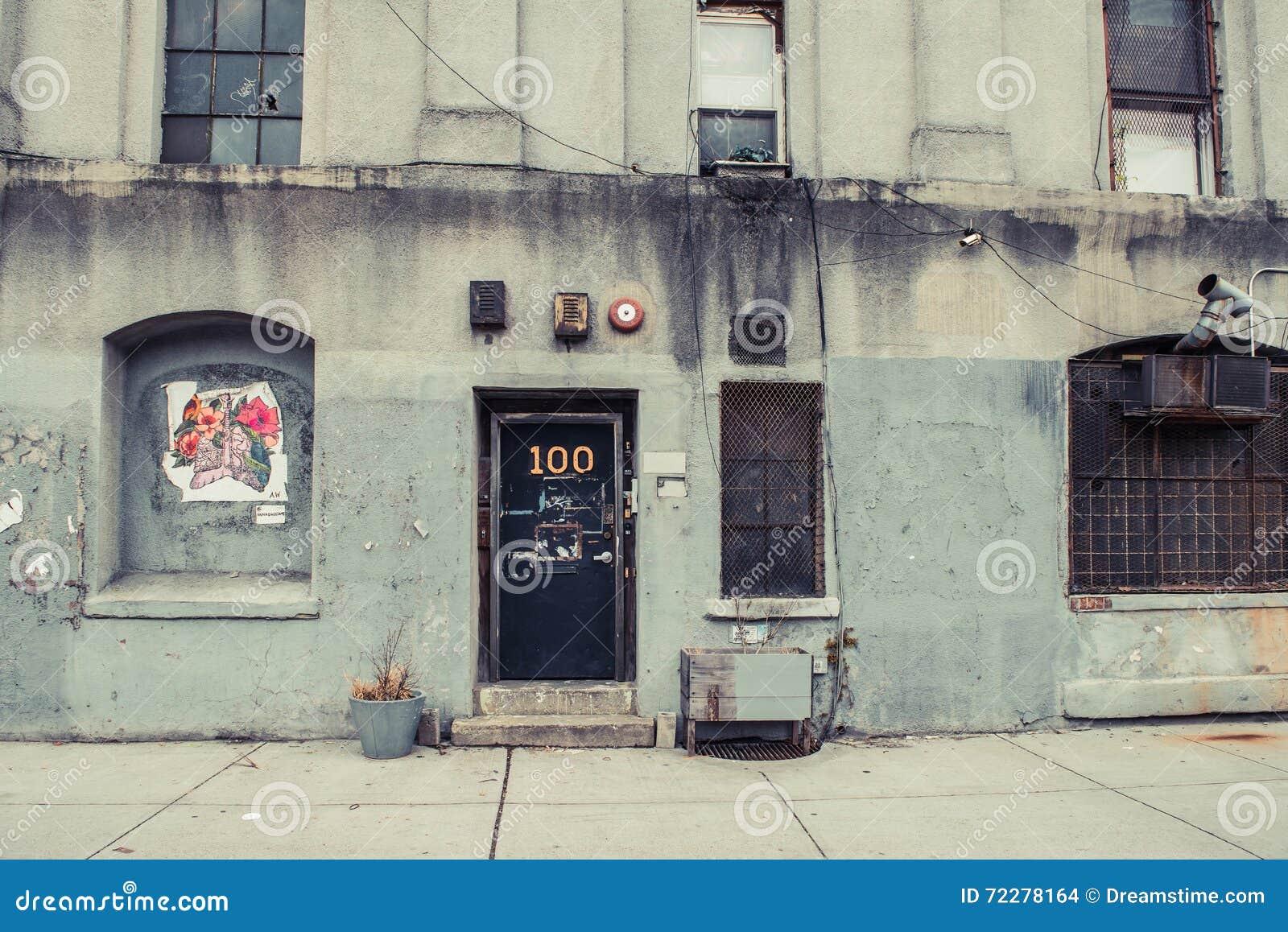 Download Городская промышленная предпосылка Williams Бруклин склада Редакционное Стоковое Изображение - изображение насчитывающей серо, дом: 72278164