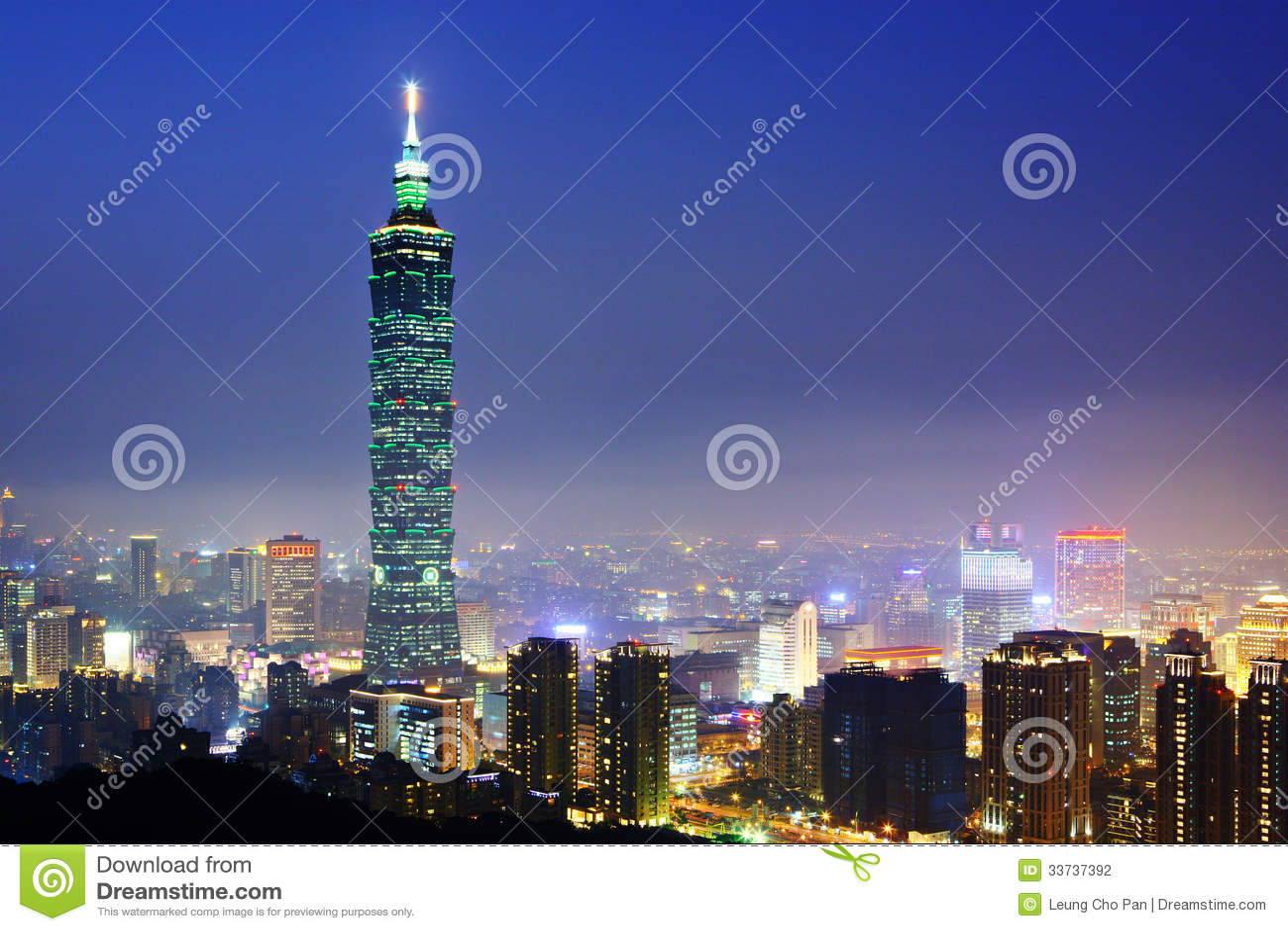 Городской пейзаж Тайбэя на ноче