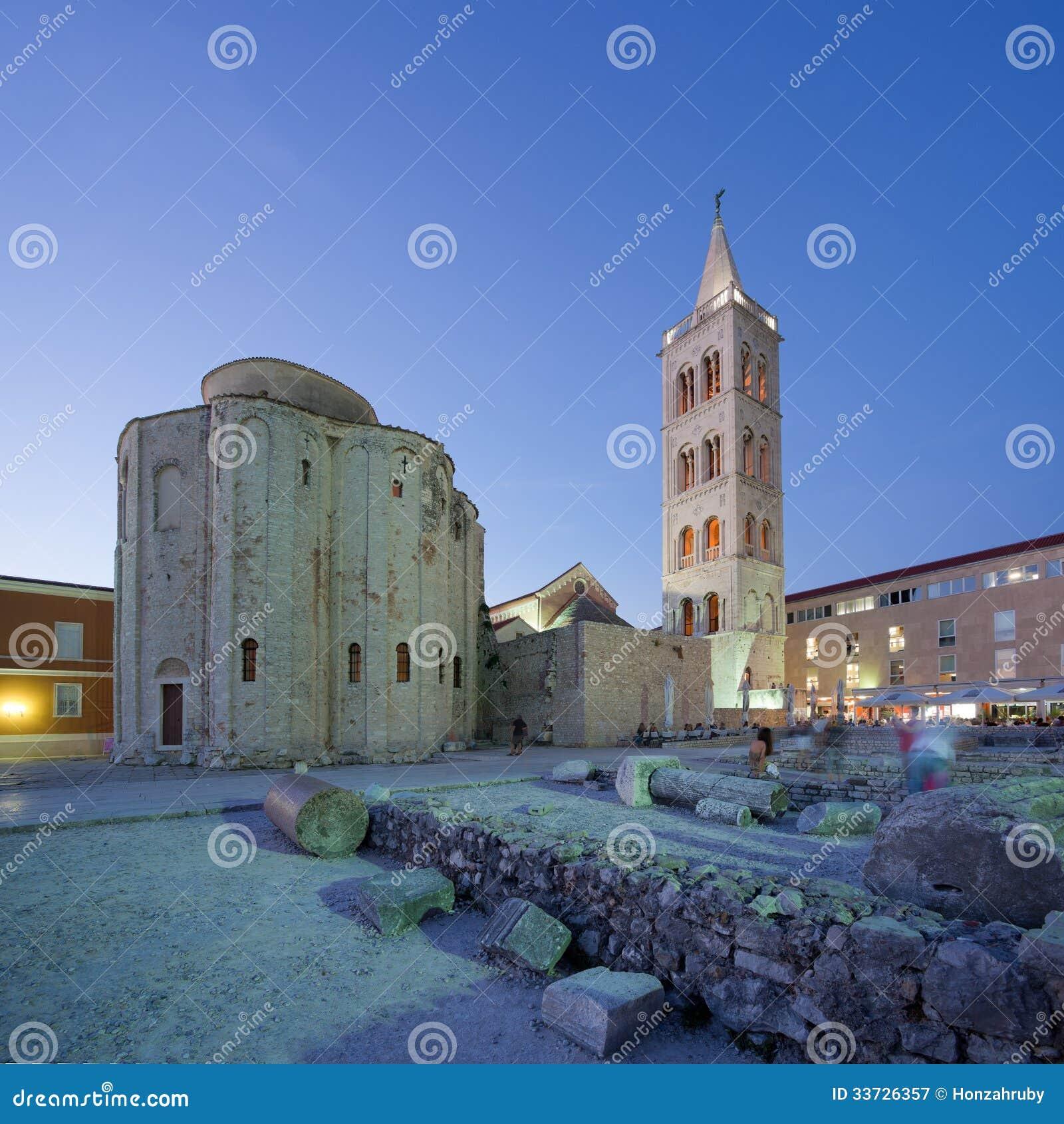 Город Zadar старый и старый форум на сумраке, Хорватия