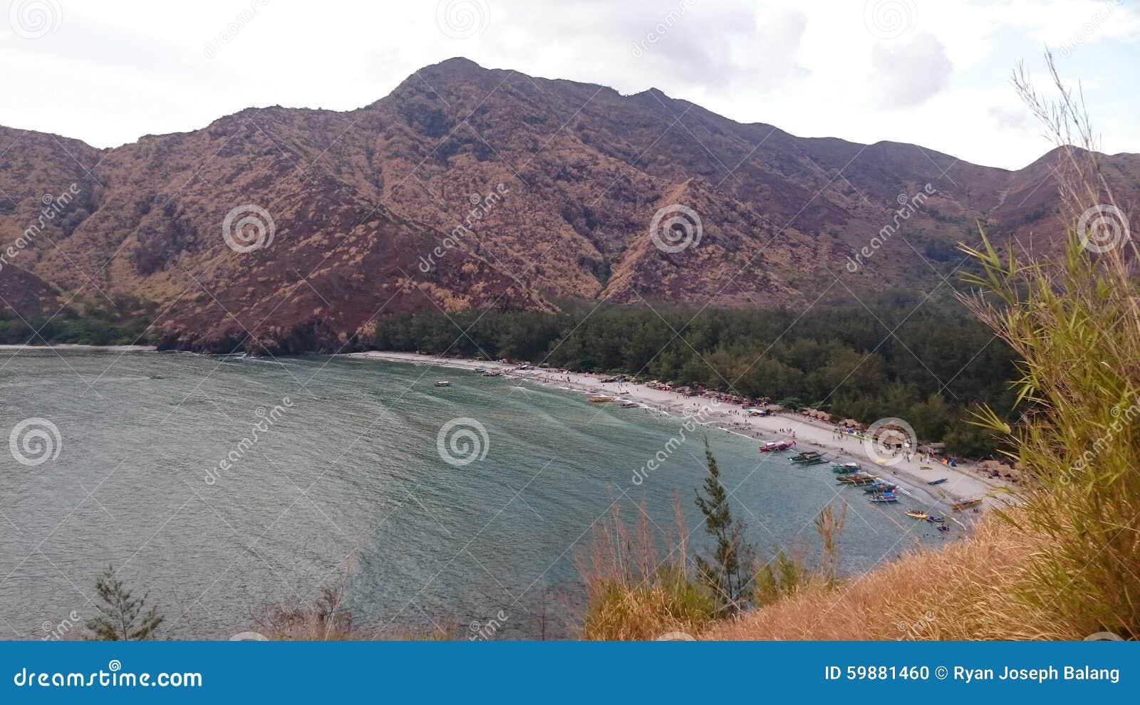 Горы берегом