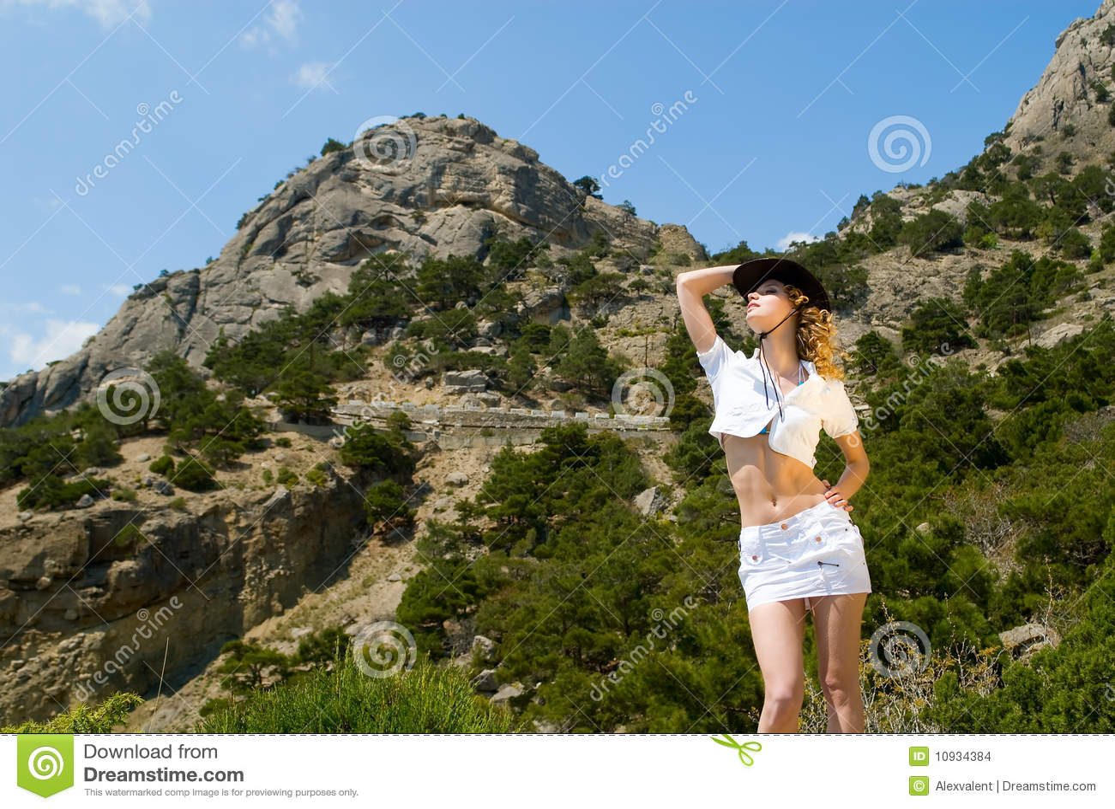 горы девушки