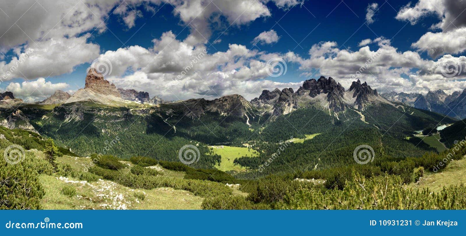 горы доломита