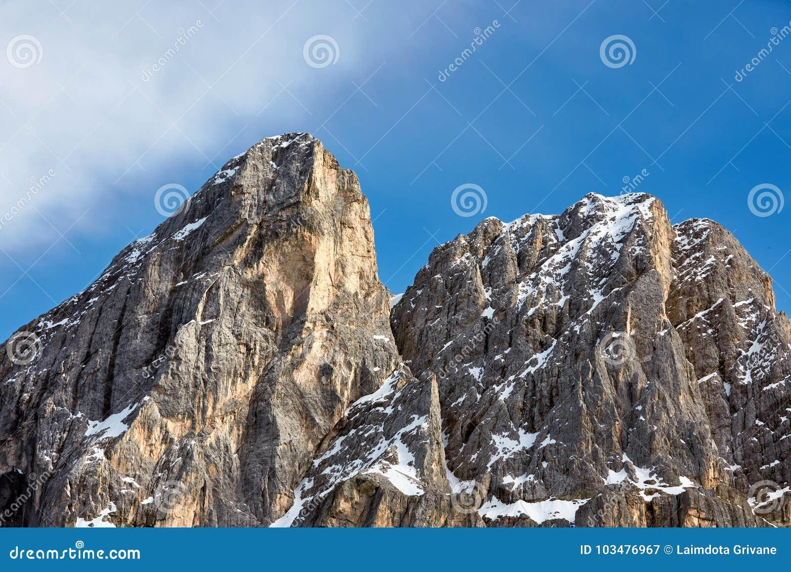 Горы доломитов в севере Италии, Trentino, горной вершины