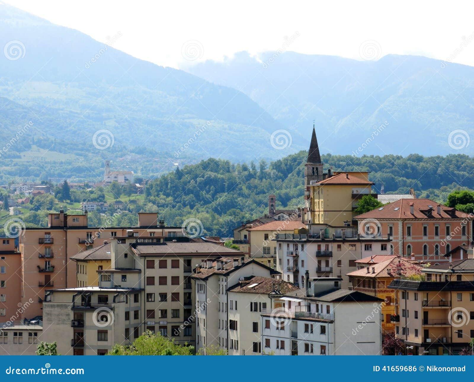 Горы Италия деревни Беллуно