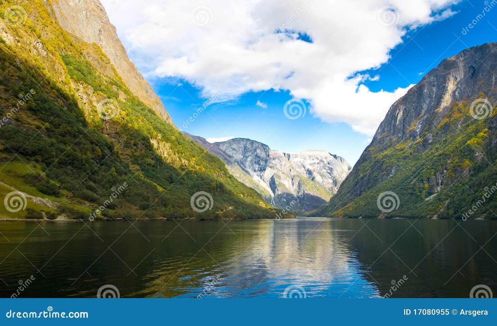 горы Норвегия фьорда