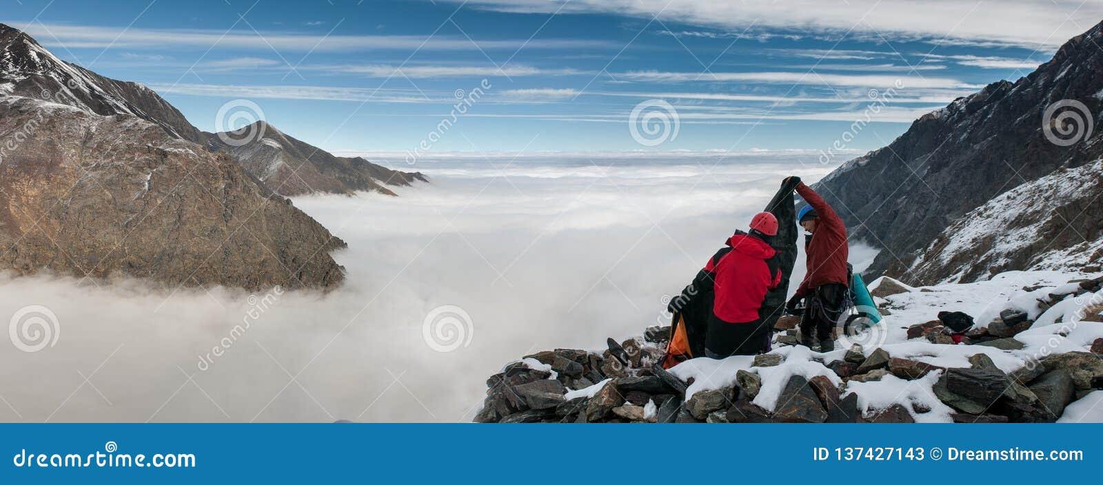 Горы, перемещение, природа, снег, облака