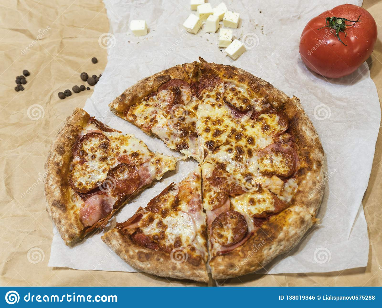 Горячая вкусная пицца