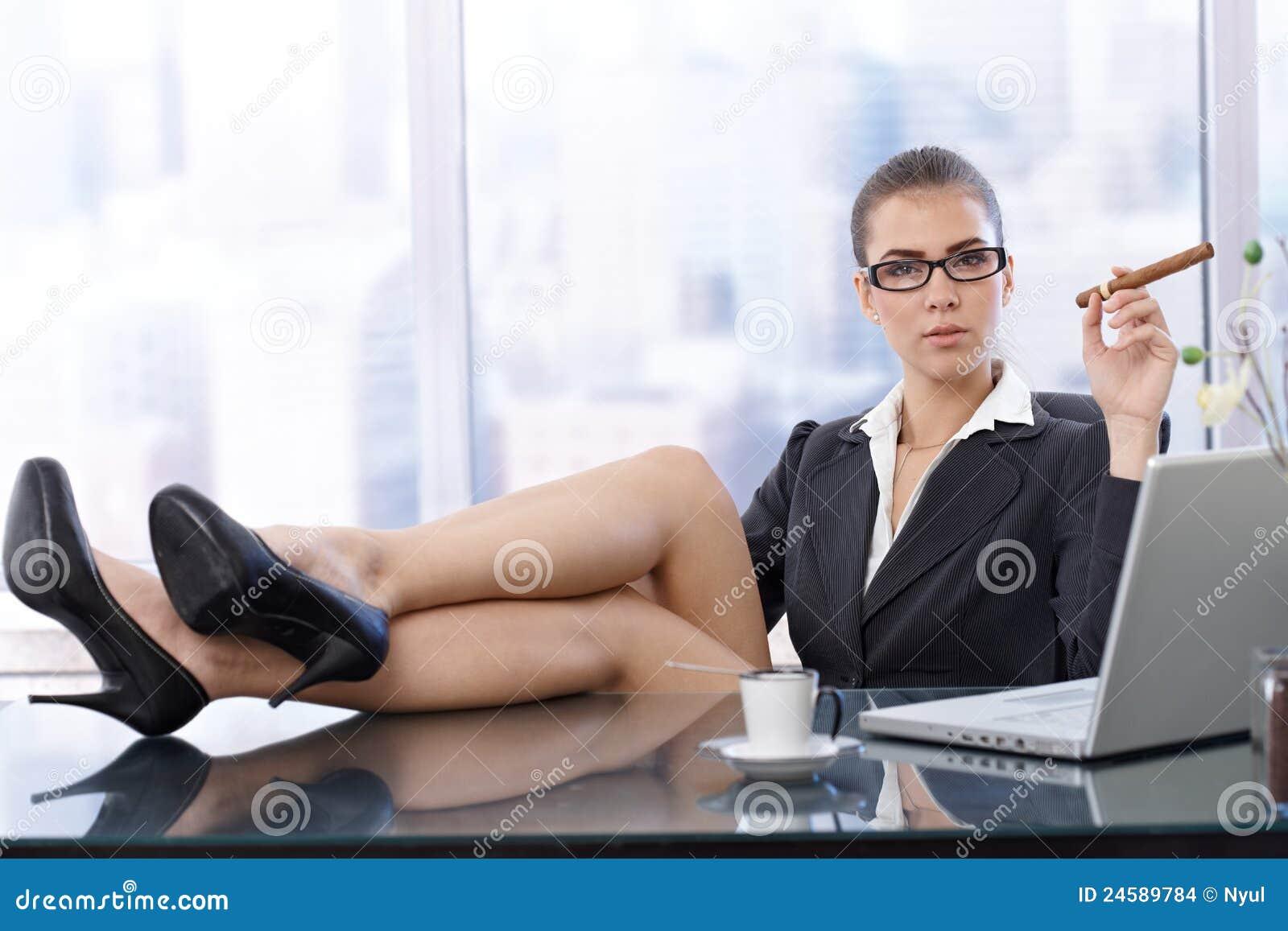 Трахнул прямо на рабочем месте, Порно в офисе. Секс с секретаршей 24 фотография