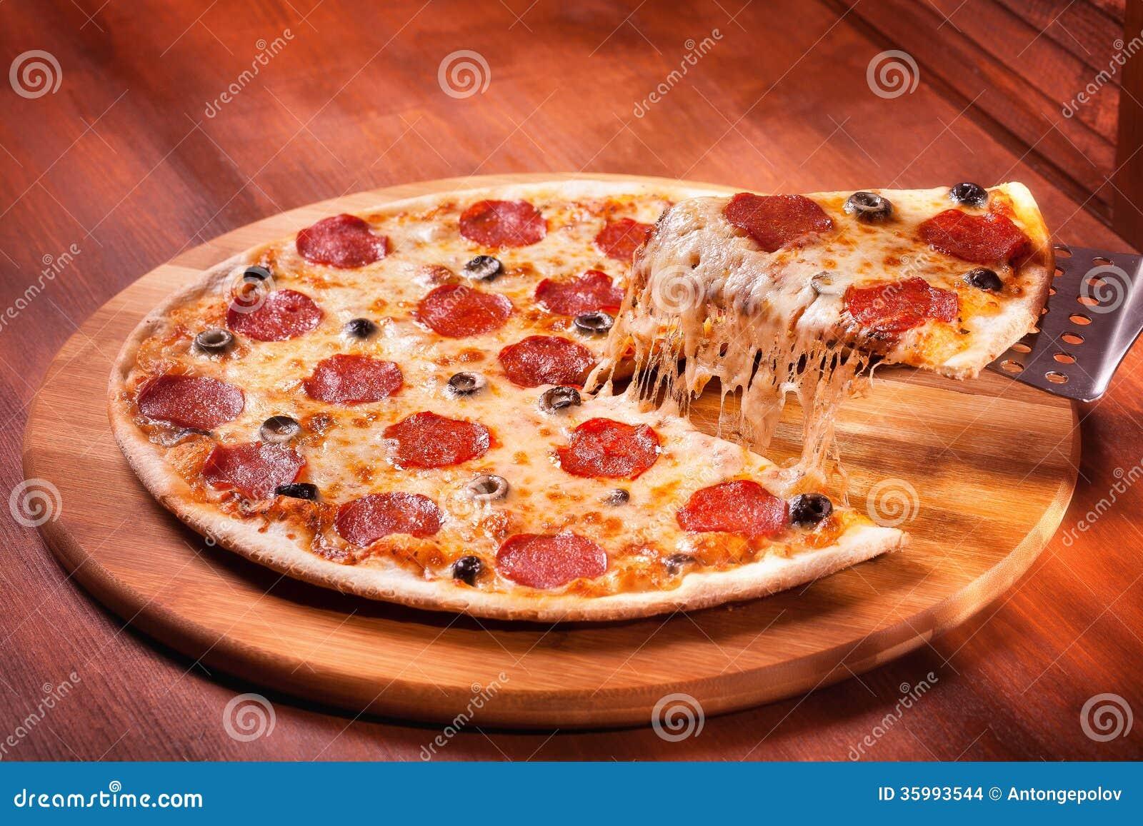 Горячая пицца