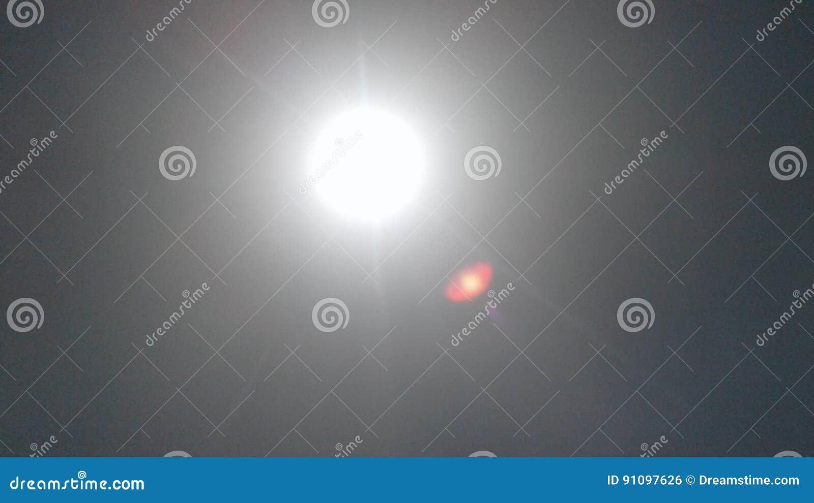 Горячее солнце в полдень