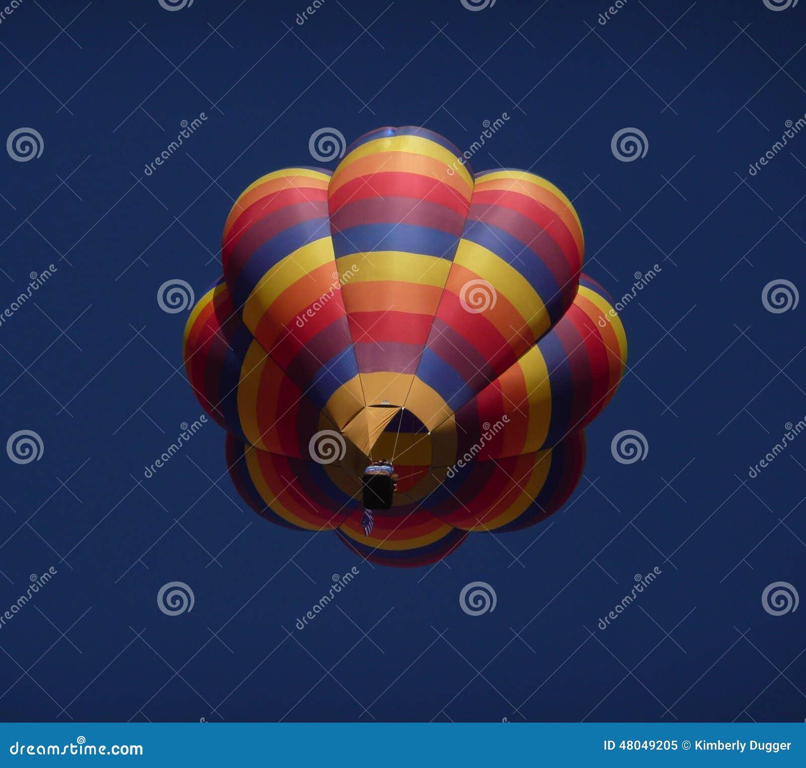 горячий воздушного шара цветастый