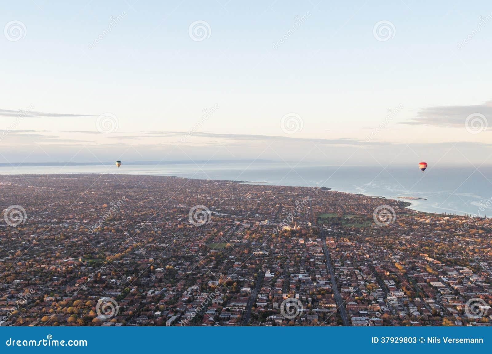 2 горячих воздушного шара над bayside Мельбурна