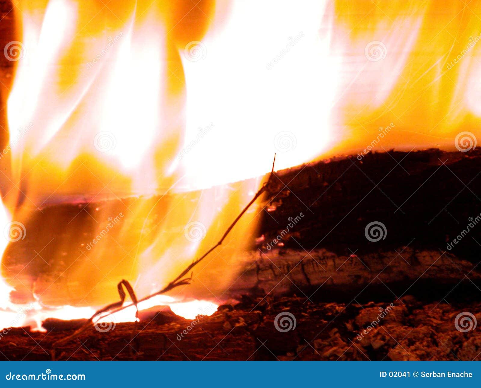 горящие пламена