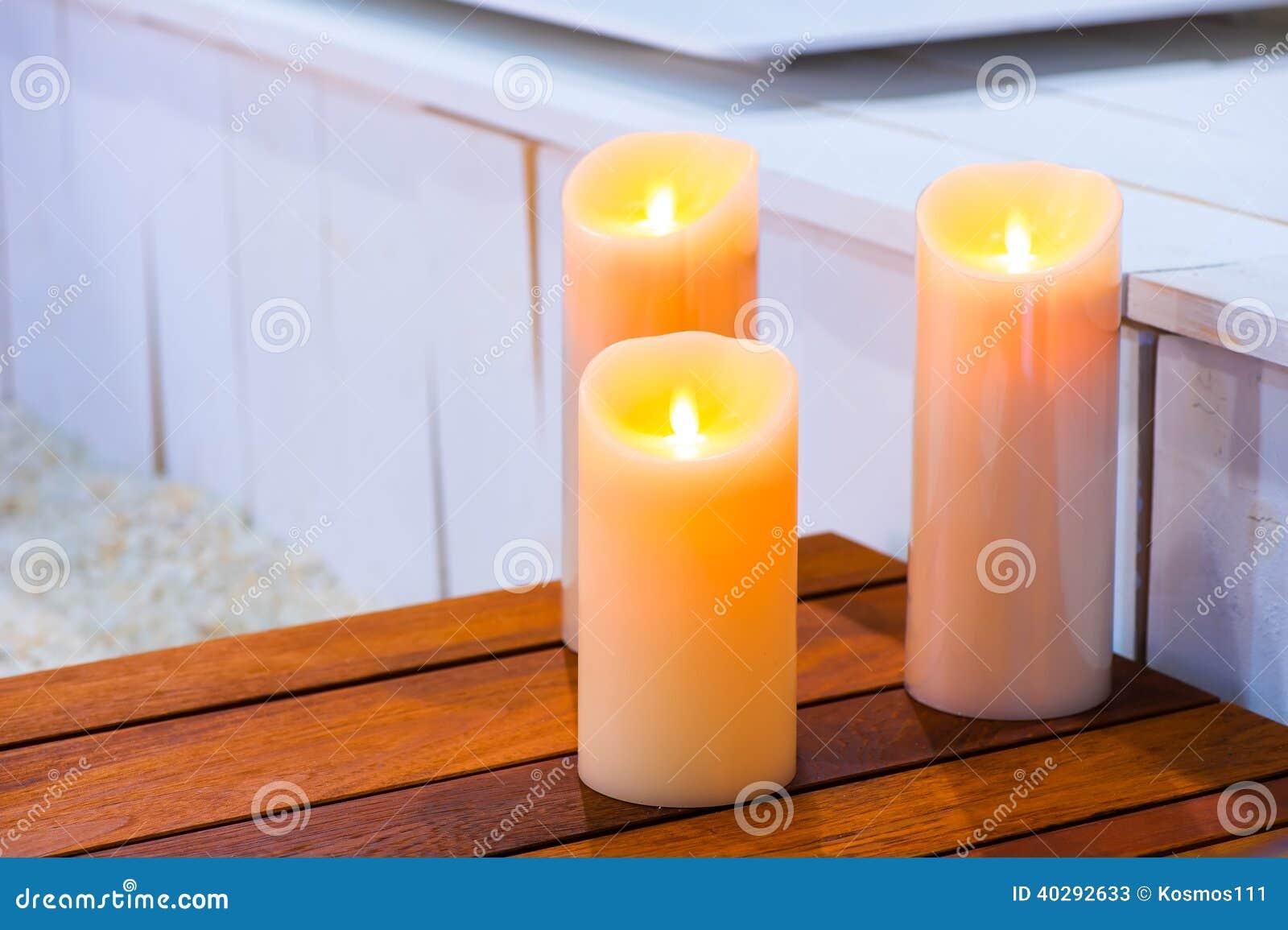 3 горящих свечи дальше