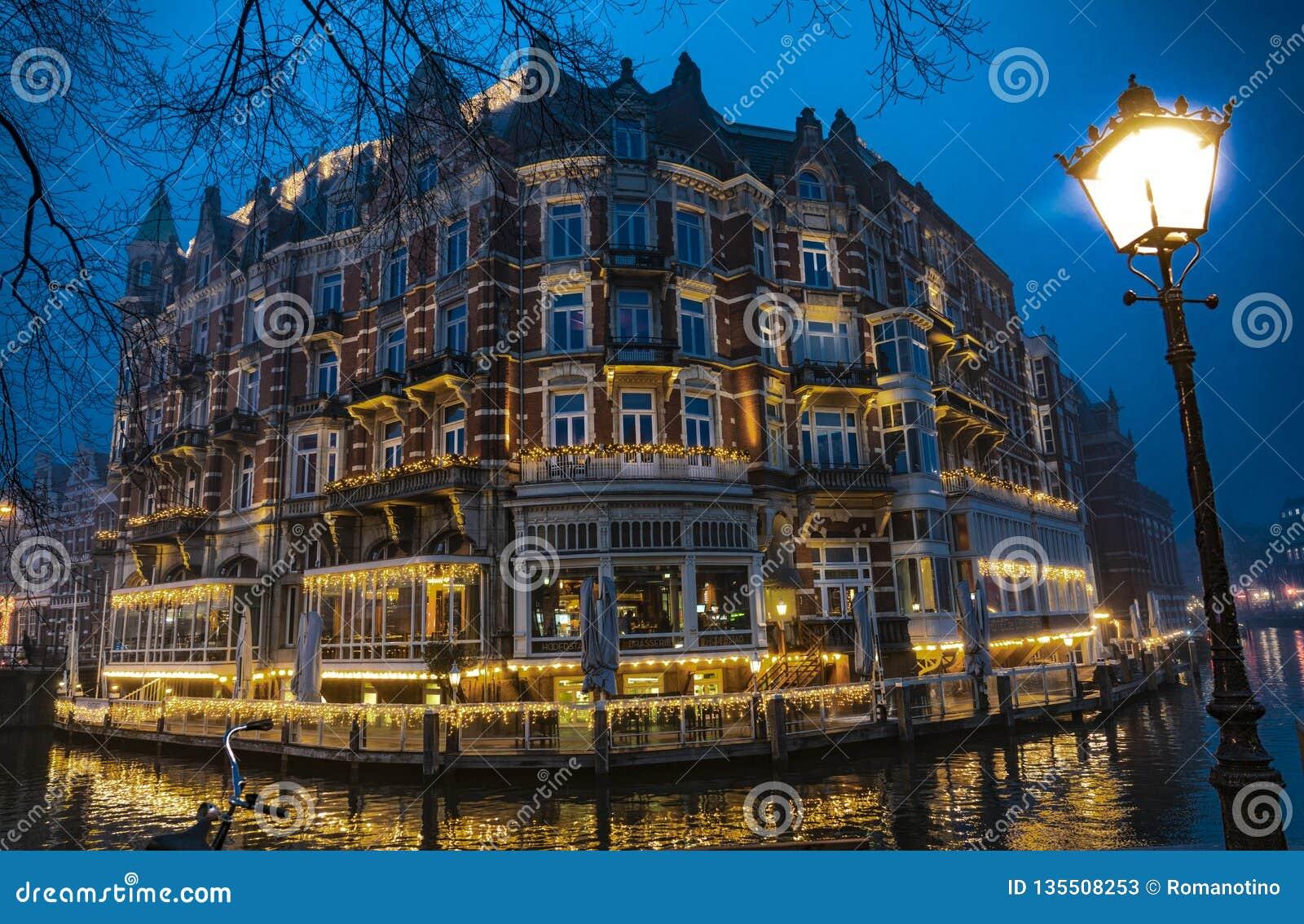 Гостиница Амстердама Европы к ночь