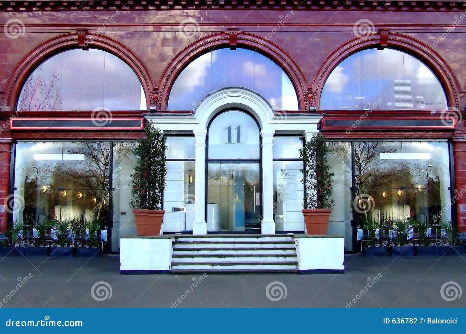 Download гостиница входа стоковое фото. изображение насчитывающей завод - 636782