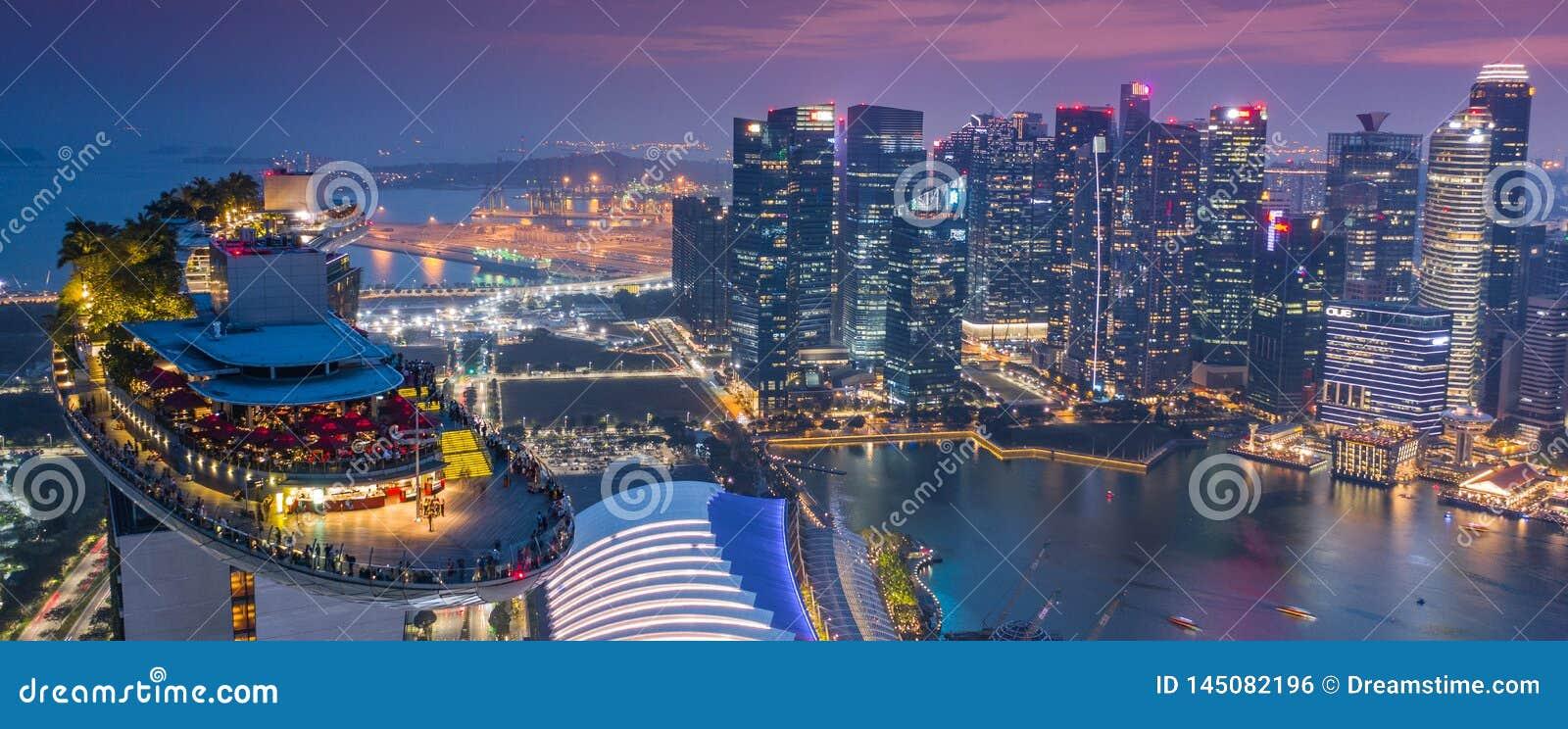 Гостиница Skypark Skygarden Skybar залива Марины на Сингапуре - космическом кораб