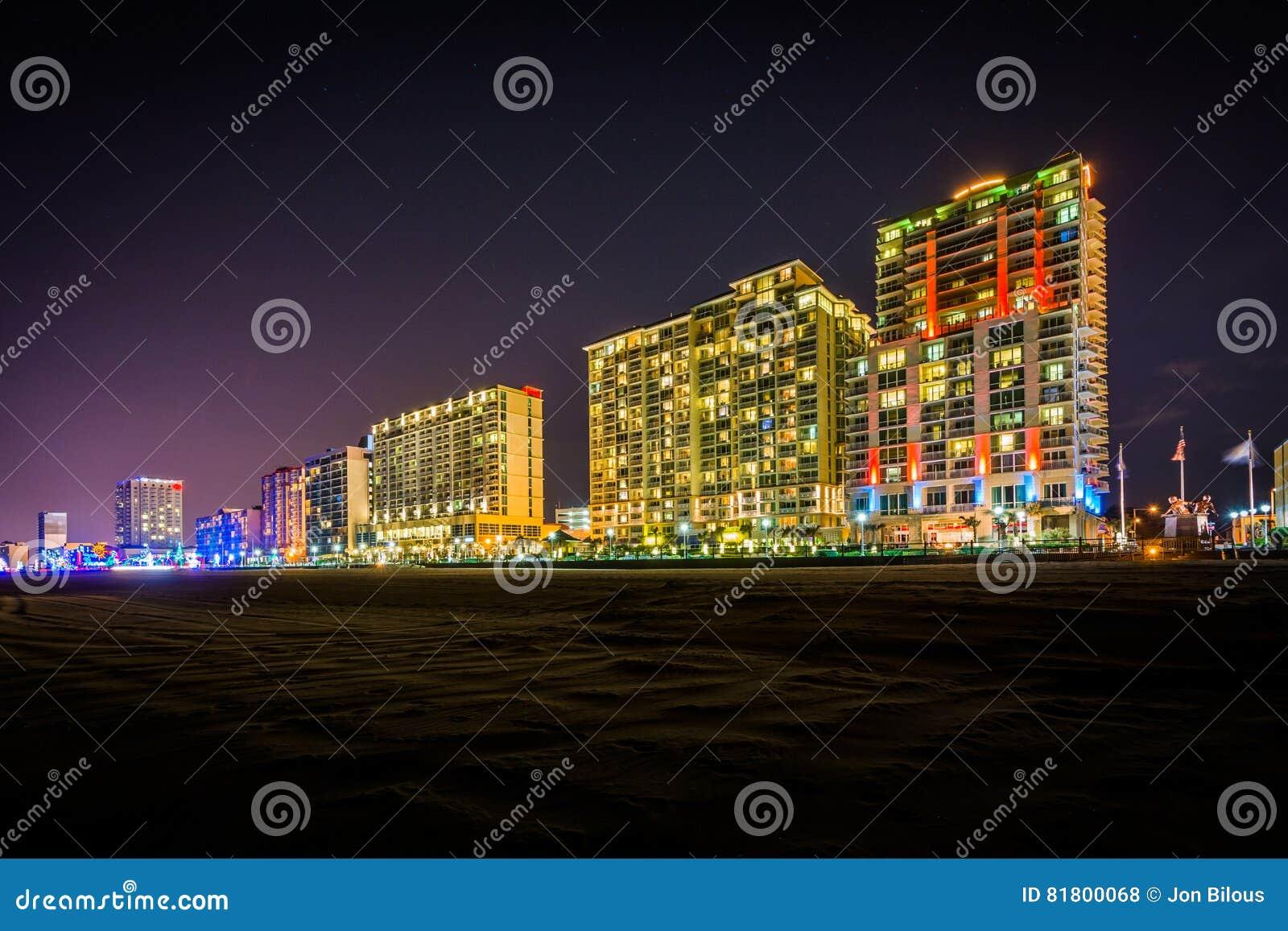 Гостиницы Highrise на oceanfront на ноче, в Virginia Beach, v