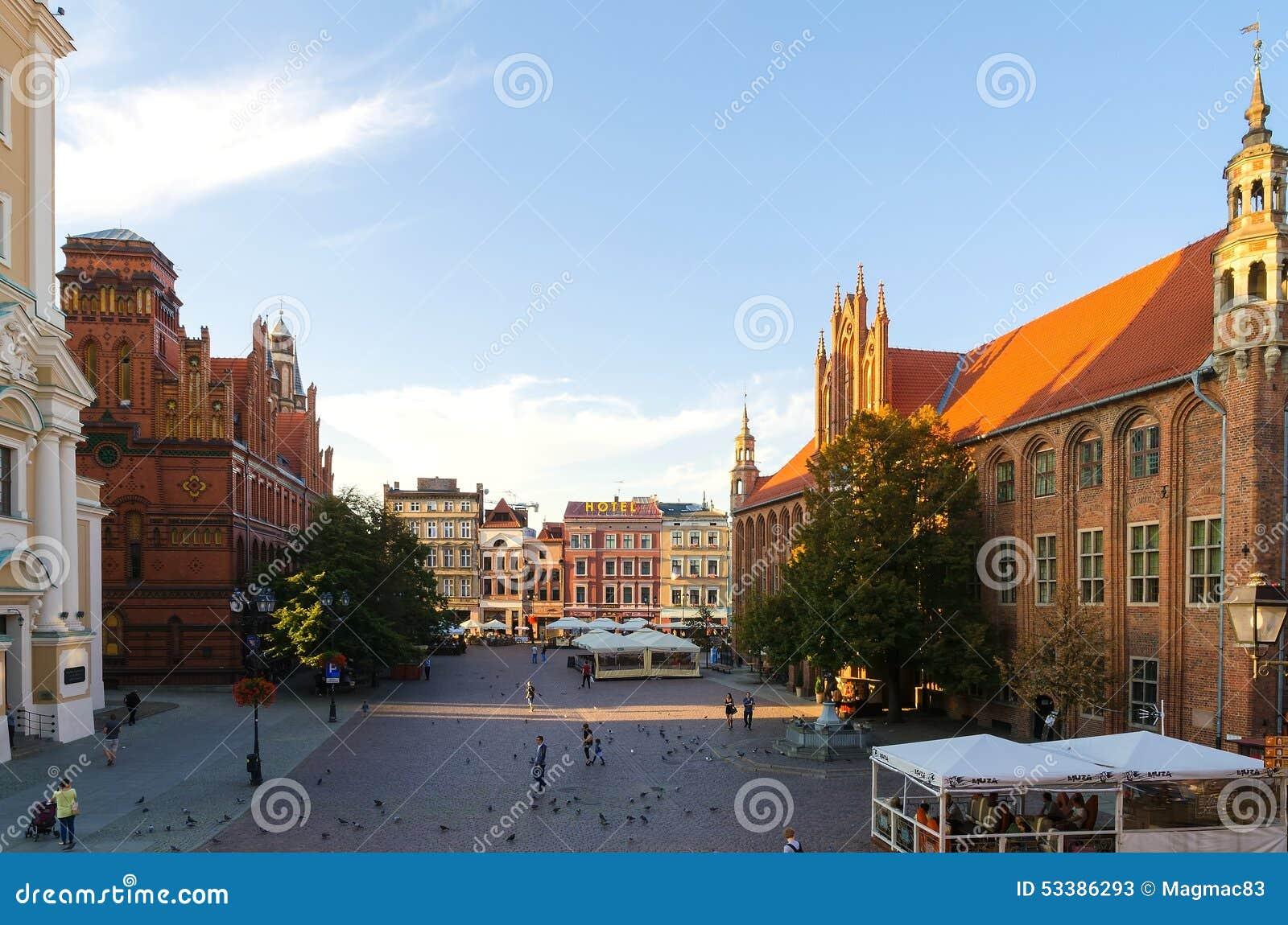 Готический город, старая городская площадь в Торуне, Польша