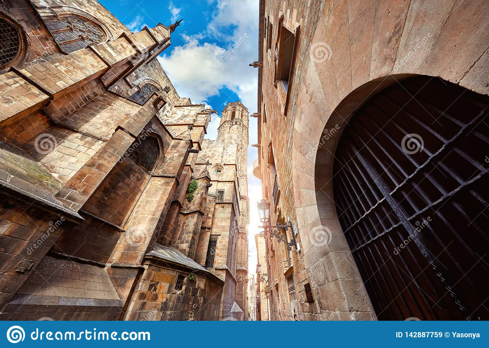 Готический квартал в Барселоне Каталония, Испания средневеково