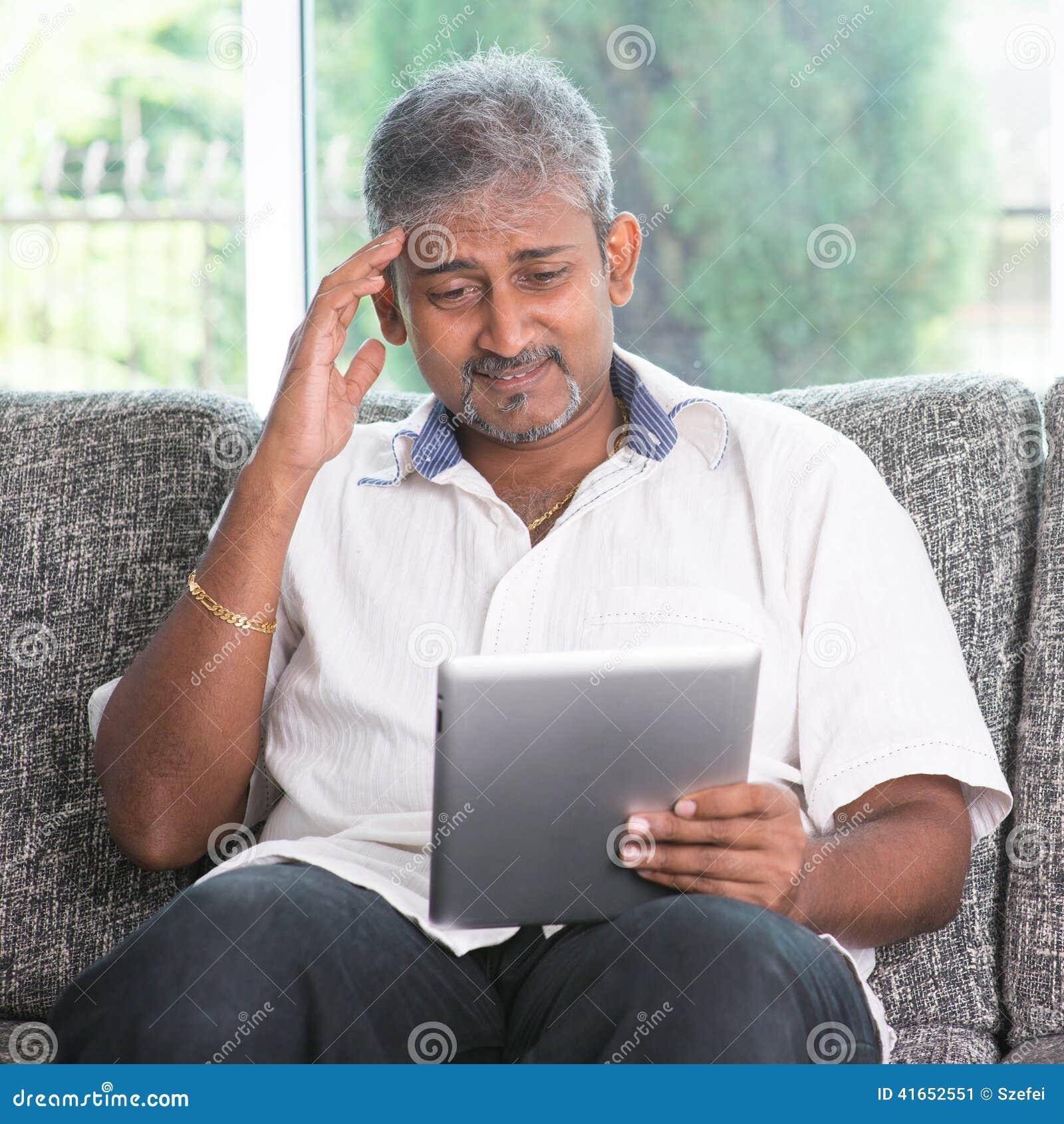 Головная боль пока читающ на планшете
