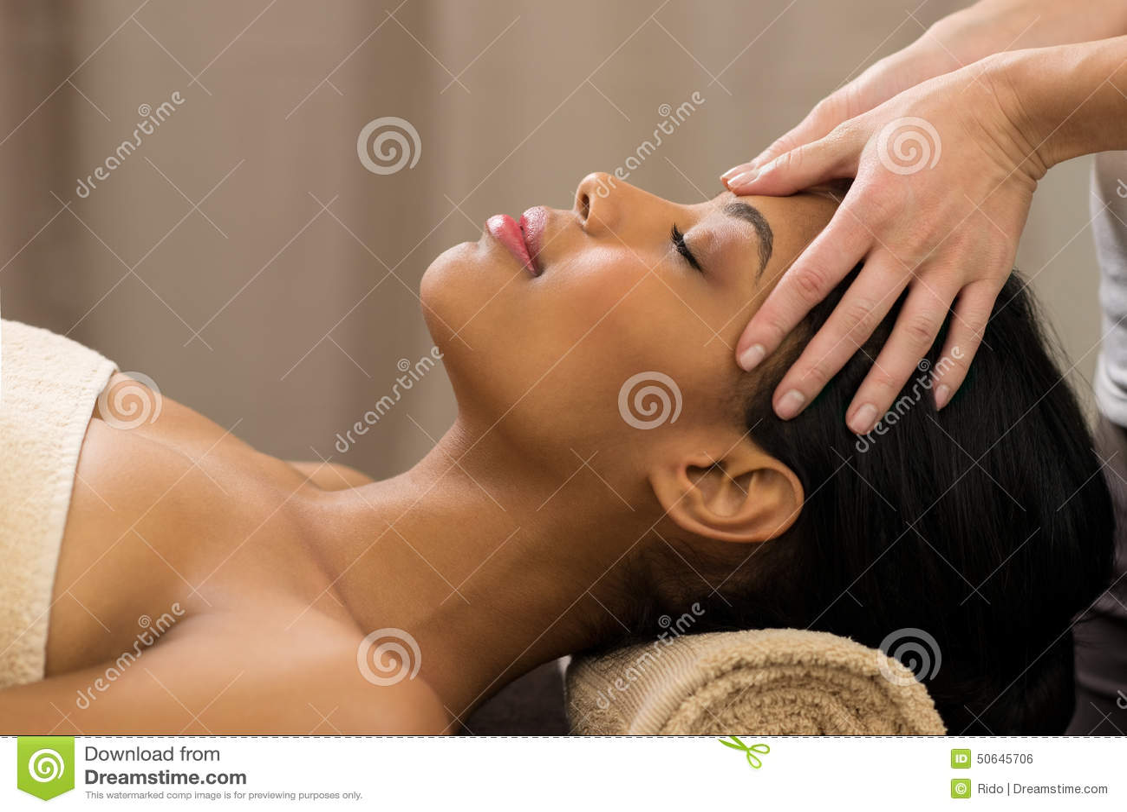 Головной массаж на курорте