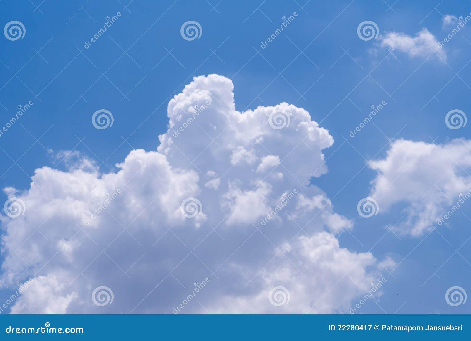 Download голубая белизна неба облака Стоковое Изображение - изображение насчитывающей климат, airbrush: 72280417