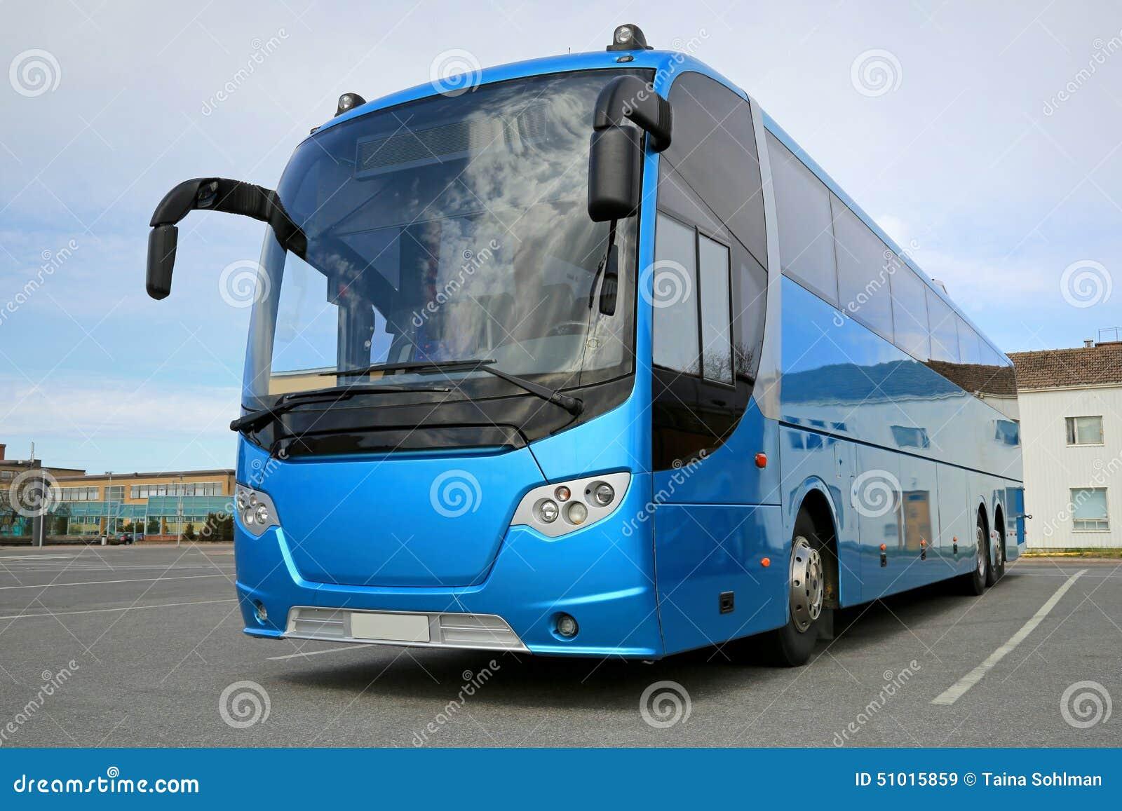 Голубая шина ждет пассажиров