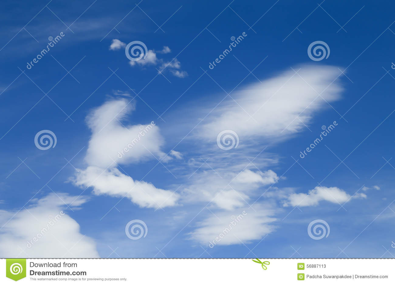голубое небо облака крупного плана