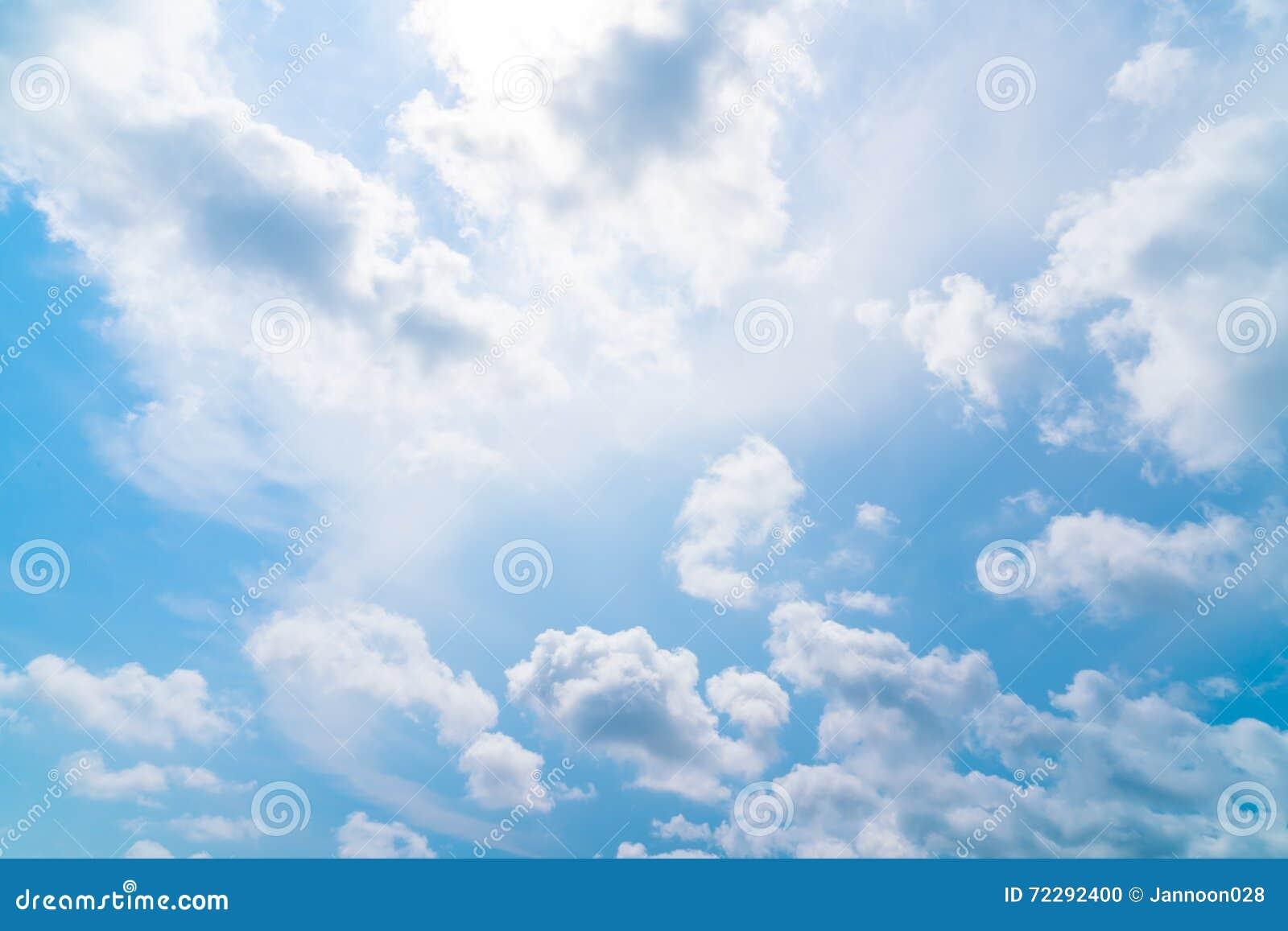 Download голубое небо облака стоковое фото. изображение насчитывающей влага - 72292400