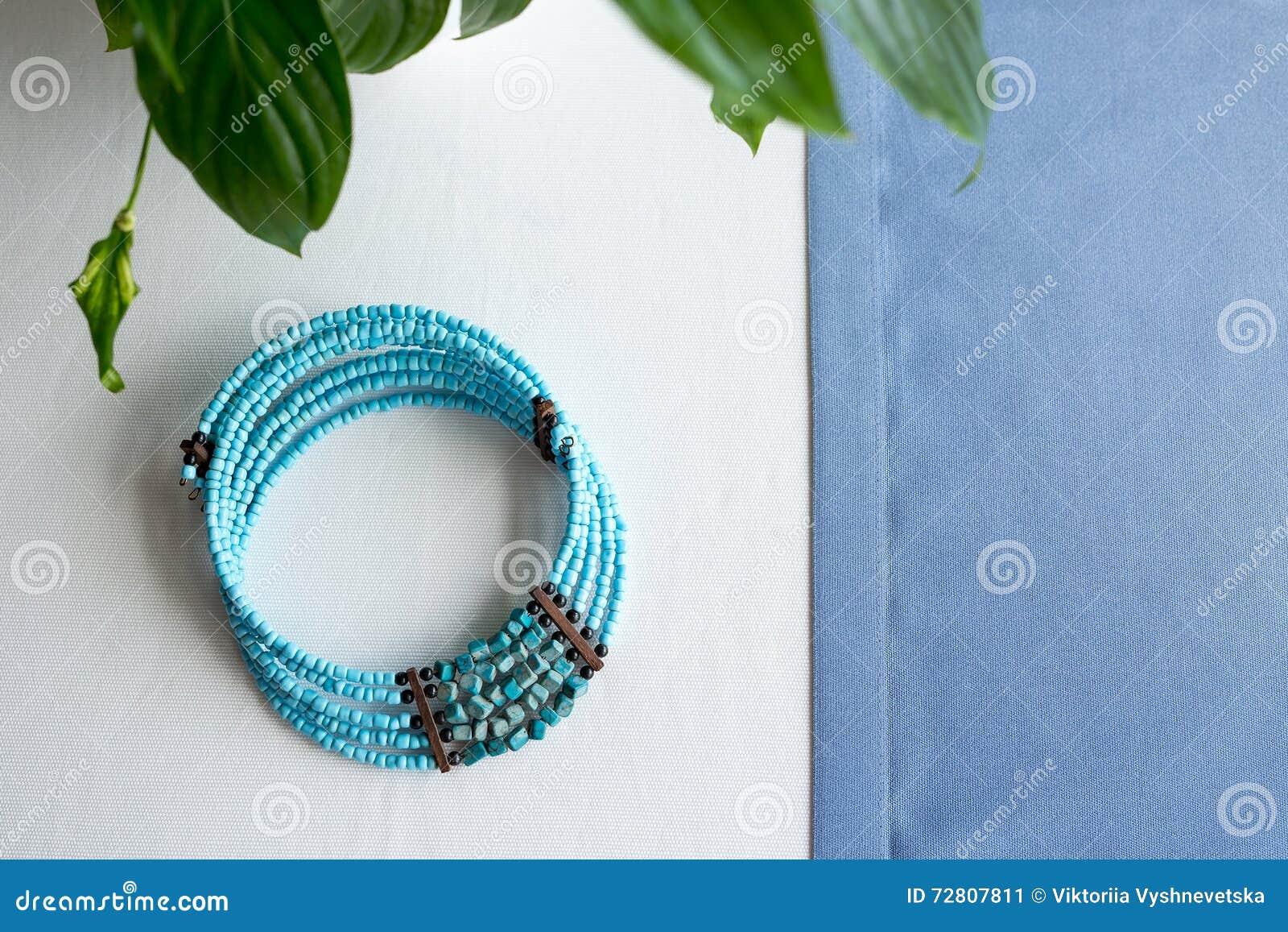 Камни бело голубого цвета