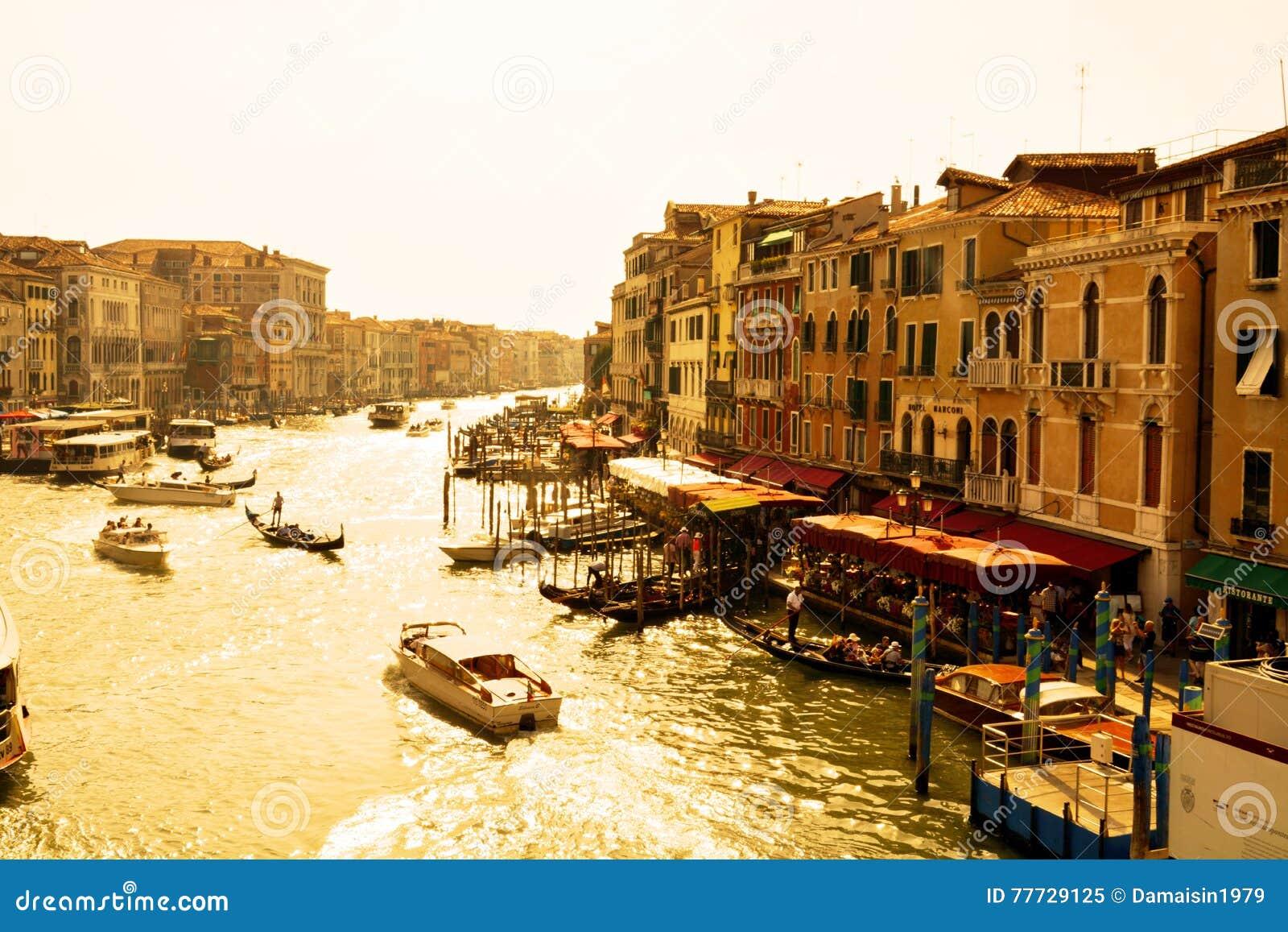 Схема вышивки «Венеция в цветах.» - Вышивка крестом | 957x1300