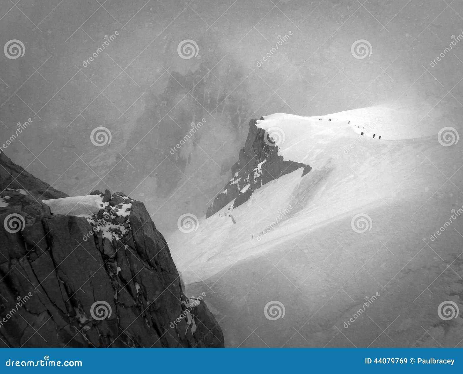 Гребень снега Aiguille du Midi